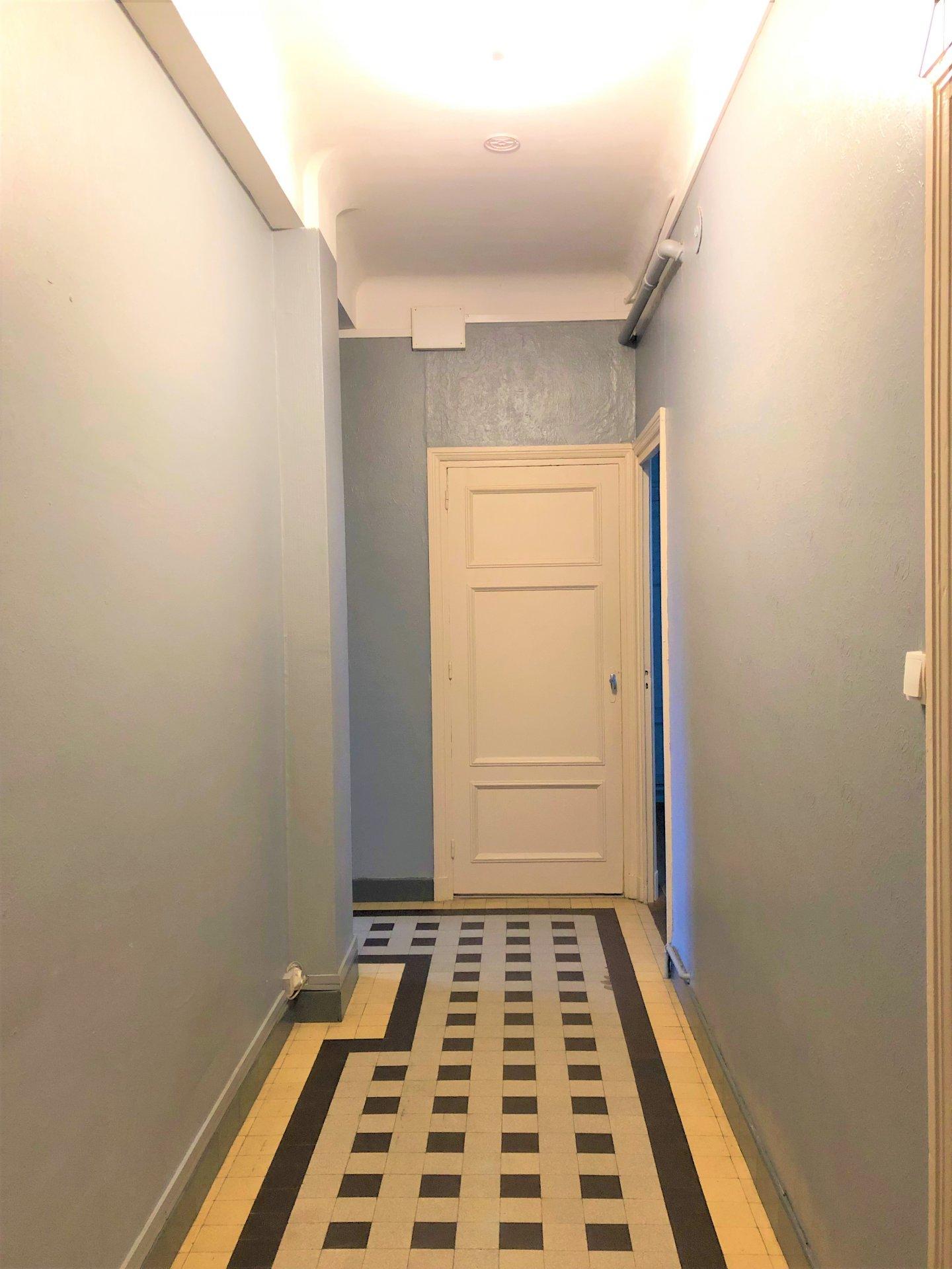 Couloir desservant toutes les pièces