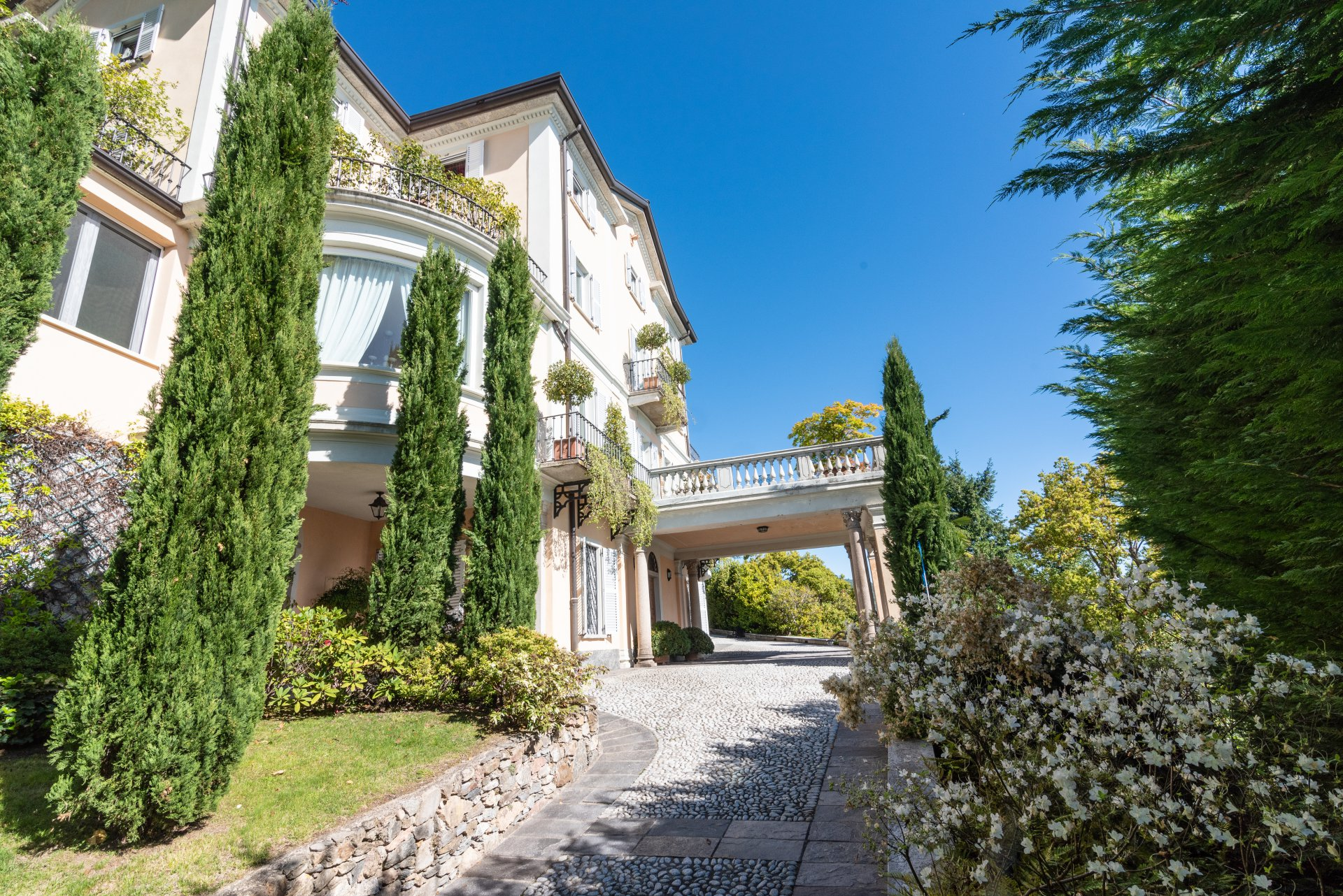 Historic villa for sale in Meina