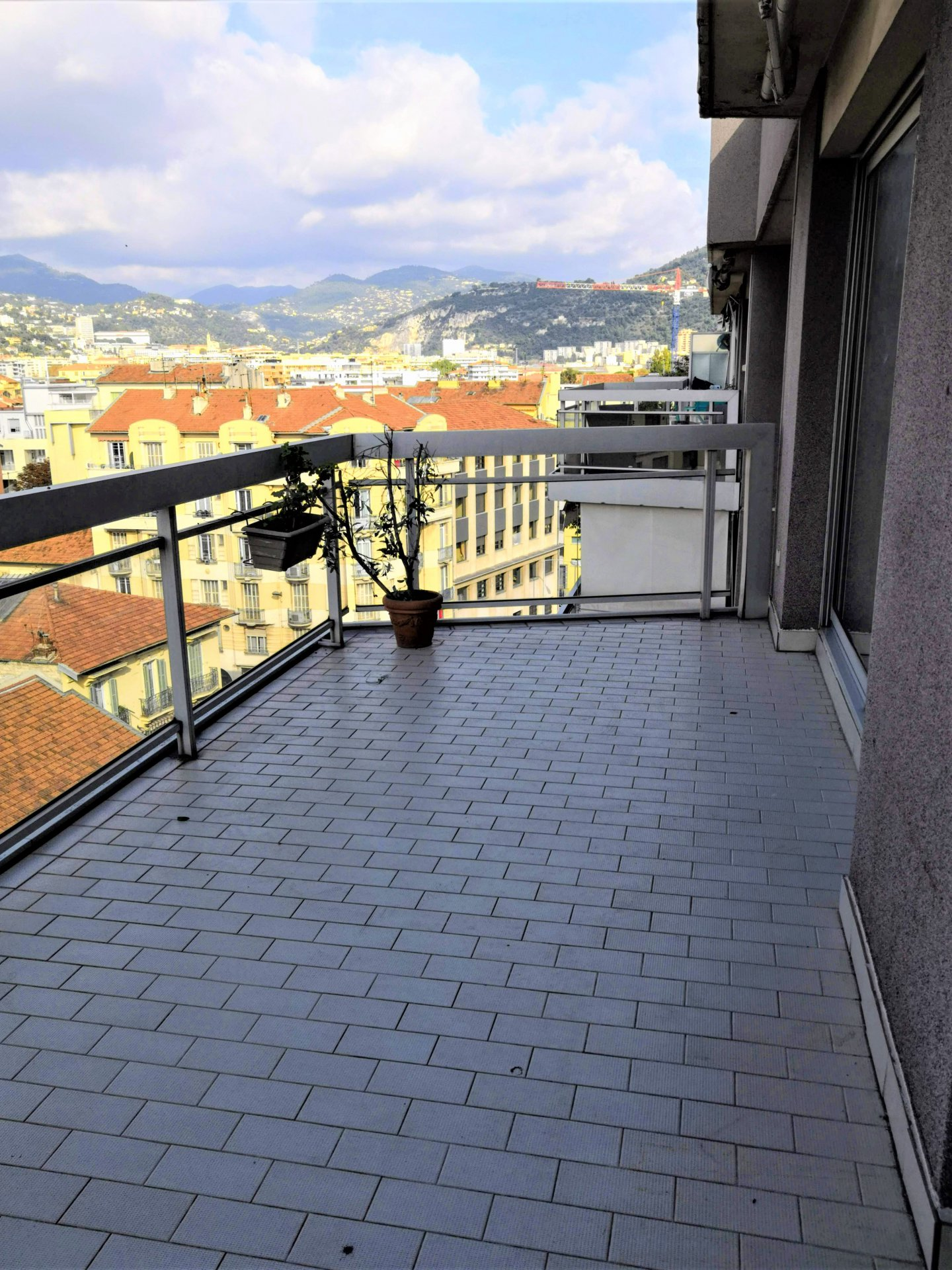 Nice Riquier - large 1 room apart - terrace and overwatching views