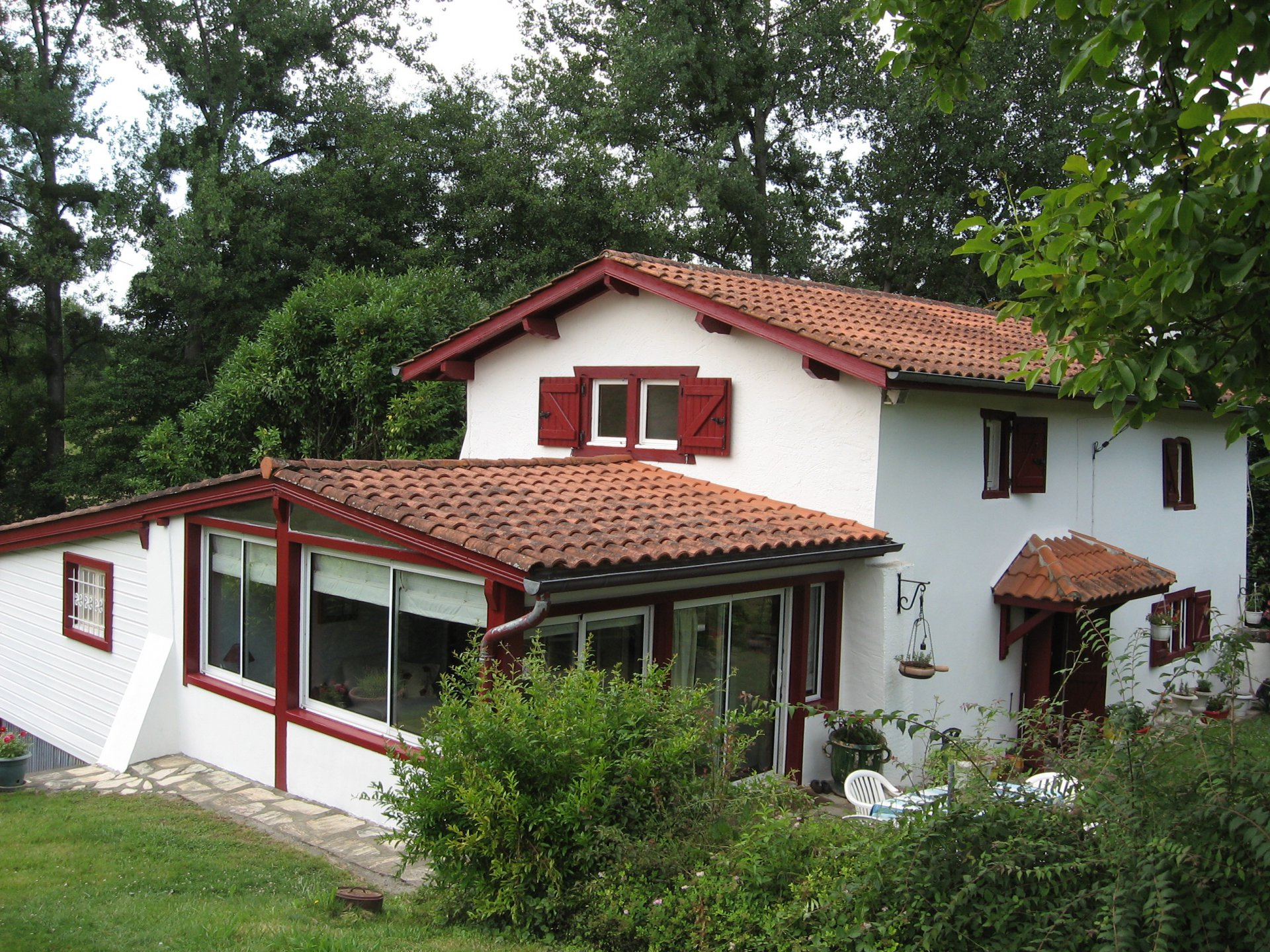 Renovated Basque property with swimming pool, set in 2200m² of garden