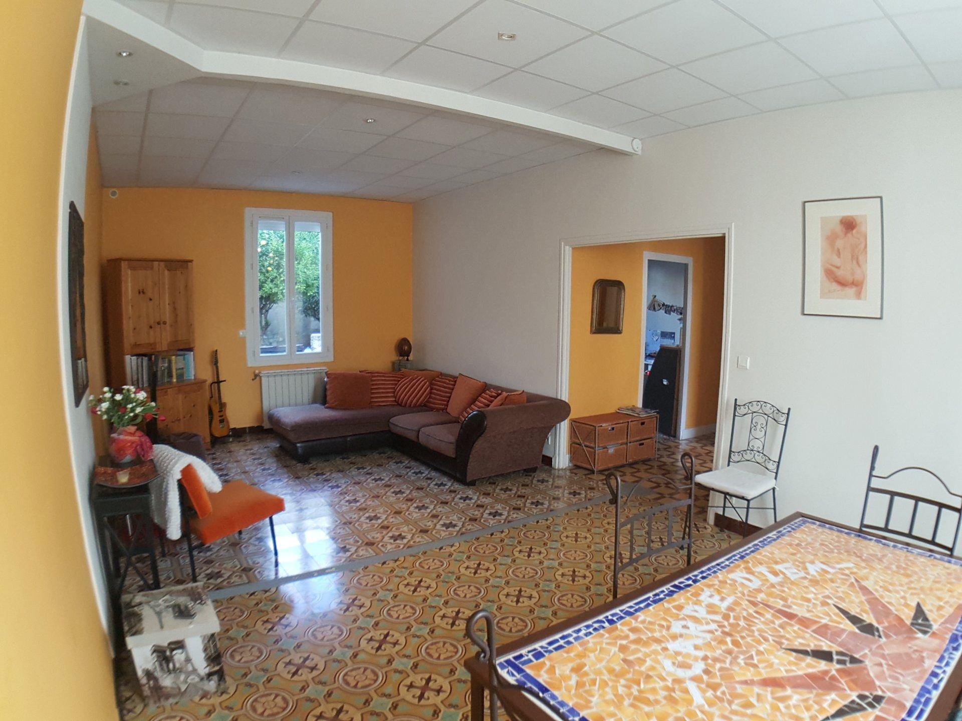 Perpignan quartier sud-est.Très grande maison de ville de caractère avec jardin et garage