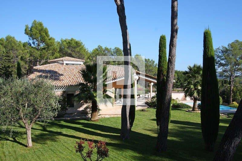 IN THE HEART OF THE MORE RESIDENTIAL AREA OF MOUGINS, ...