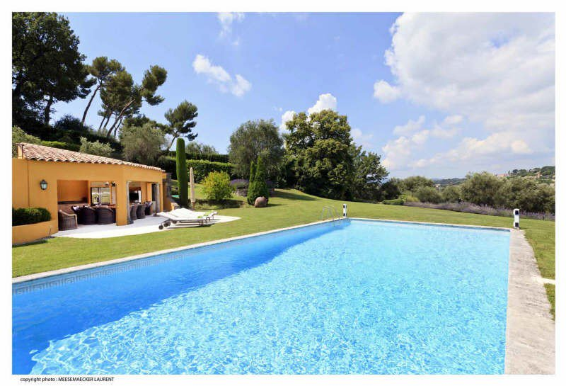 MOUGINS:  AT THE HEART OF A RESIDENTIAL DOMAIN CLOSE ...