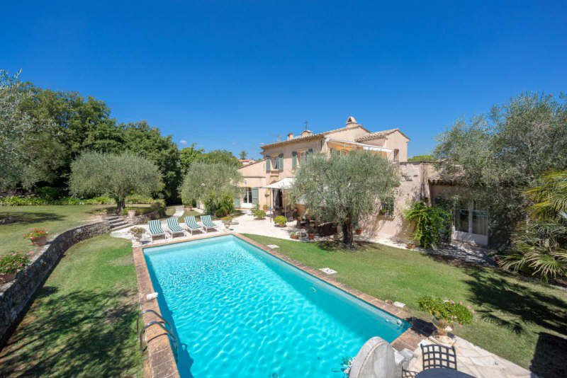 ON ONE OF THE MOST BEAUTIFUL ADDRESSES MOUGINS MOUGINS NEAR SCHOOL AND ACCESS TO CANNES SUPERB PROVENCAL