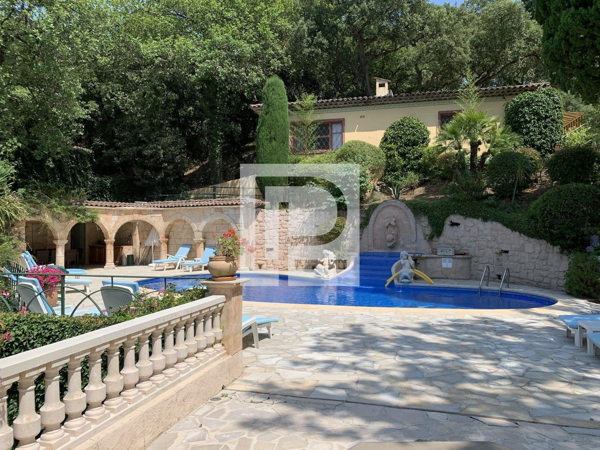 15 min. From Cannes :  Family property of  600 m2 ...