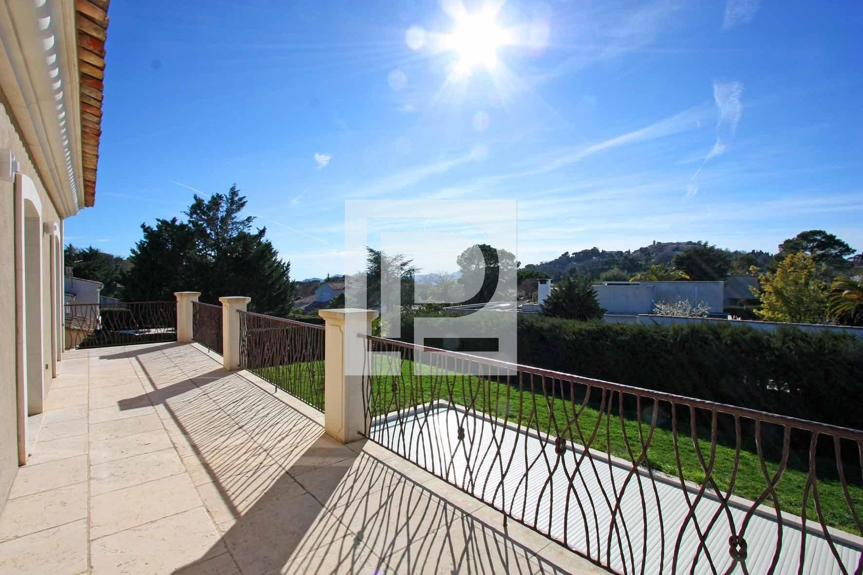 For sale in Mougins near Mougins school overlooking the village, spacious new villa of quality ...