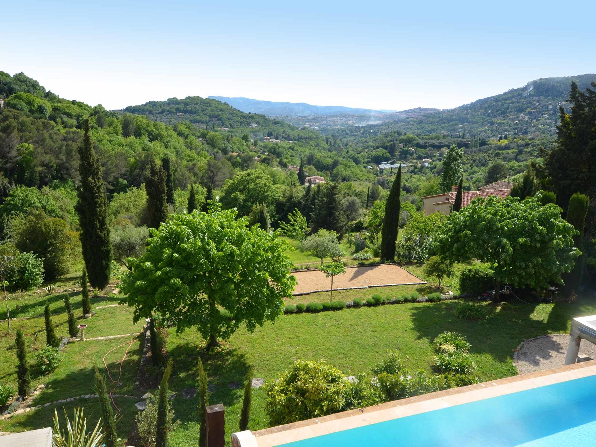 Proche Mougins : Au calme absolu,  magnifique villa