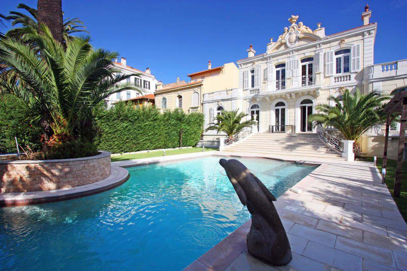 IN THE CENTER OF CANNES, WALKING DISTANCE TO THE CARLTON, ...