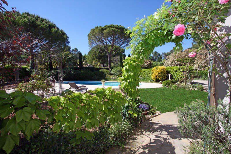 IN A DOMAIN , BEAUTIFUL PROVENÇAL RENOVATED. LOUNGE ...