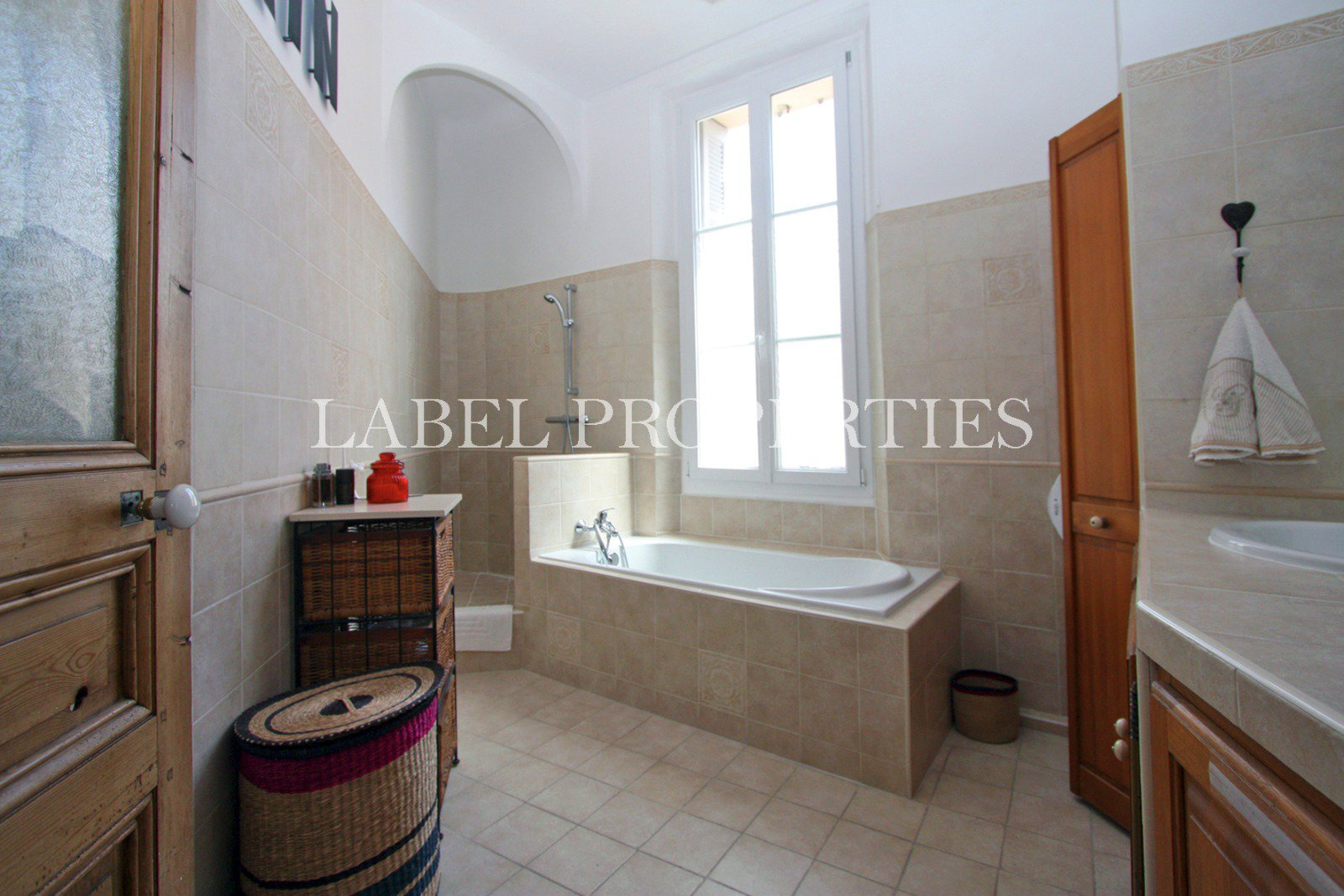 150 meters from the center - Comfortable 3 rooms - lots of cachet