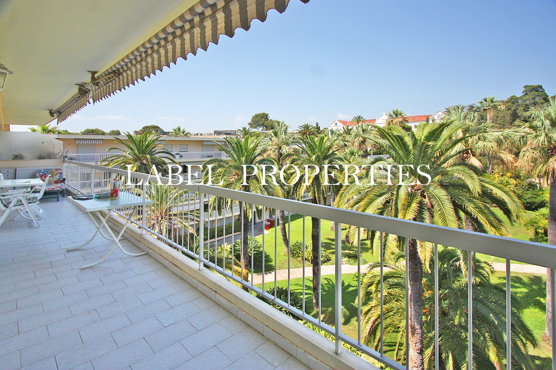 2P of 43m ² - Top floor - Residence with park