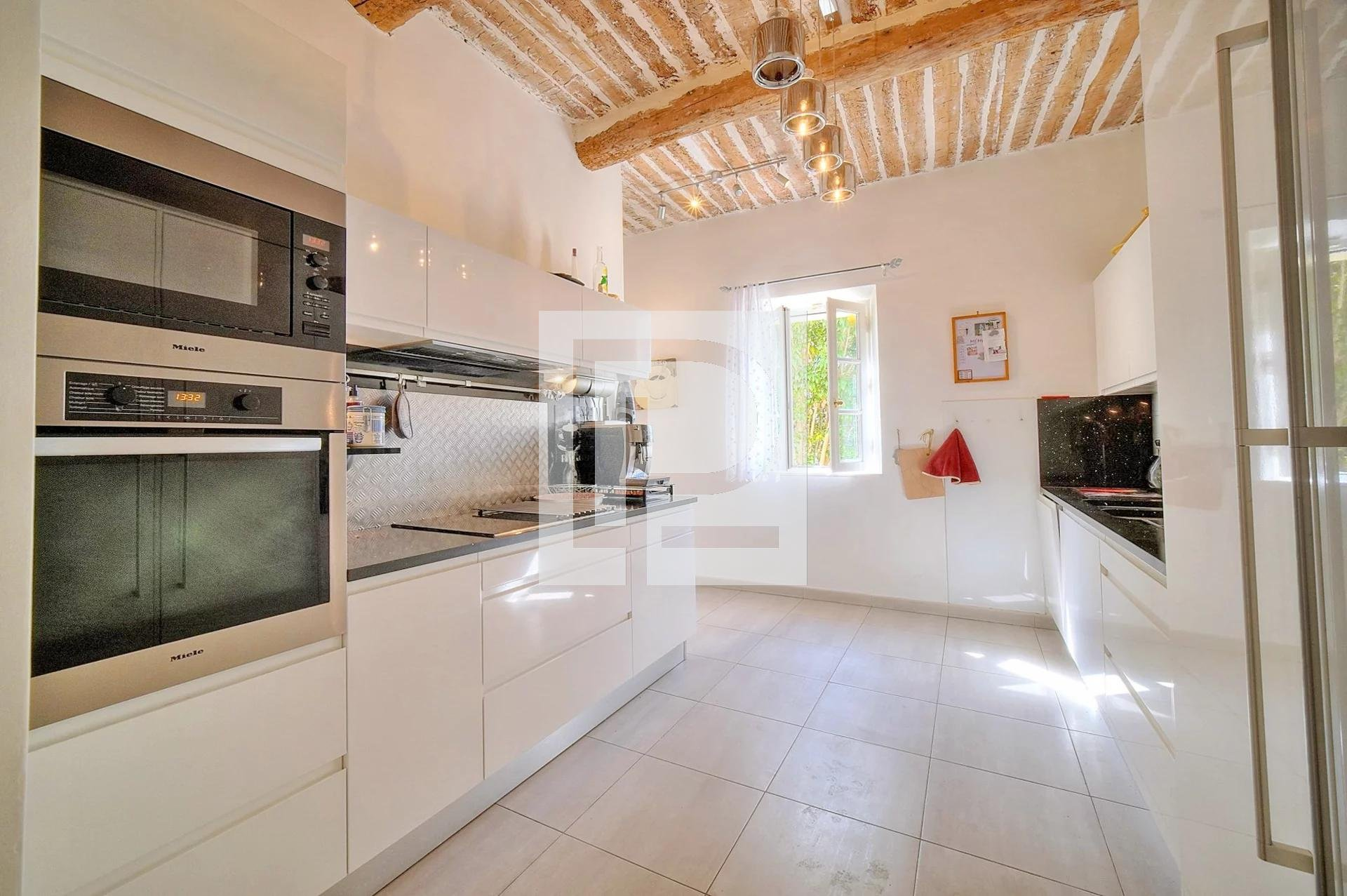 Beautiful charming house in a gated estate in Mougins