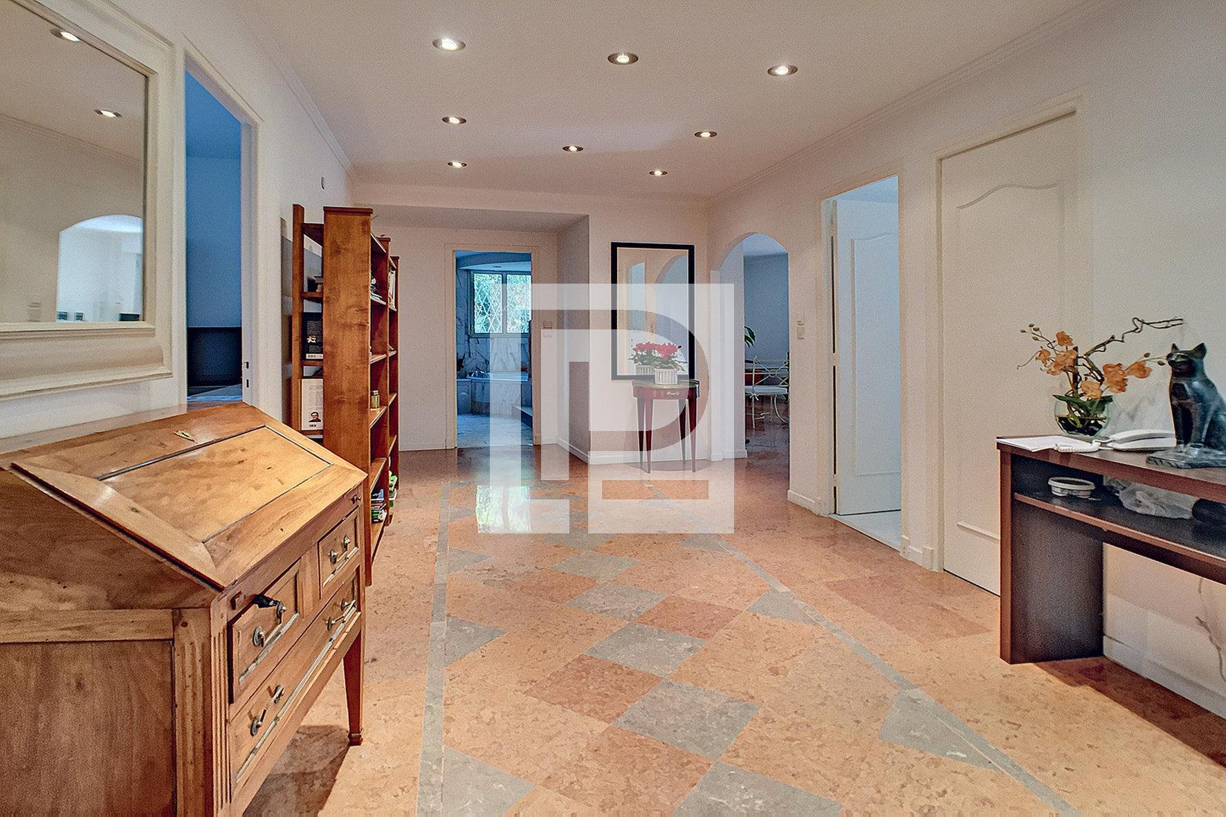 Beautiful 5 rooms of 145m² with private garden