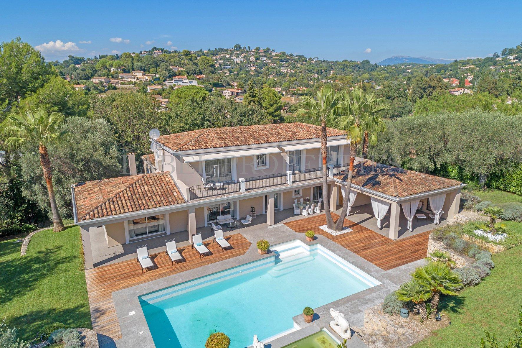 Néo-Provençale dans un domaine privé et sécurisé