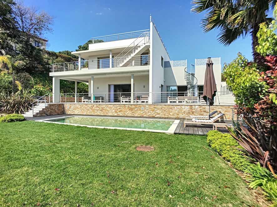 CONTEMPORARY VILLA IN CANNES WITH A BEAUTIFUL DECORATION