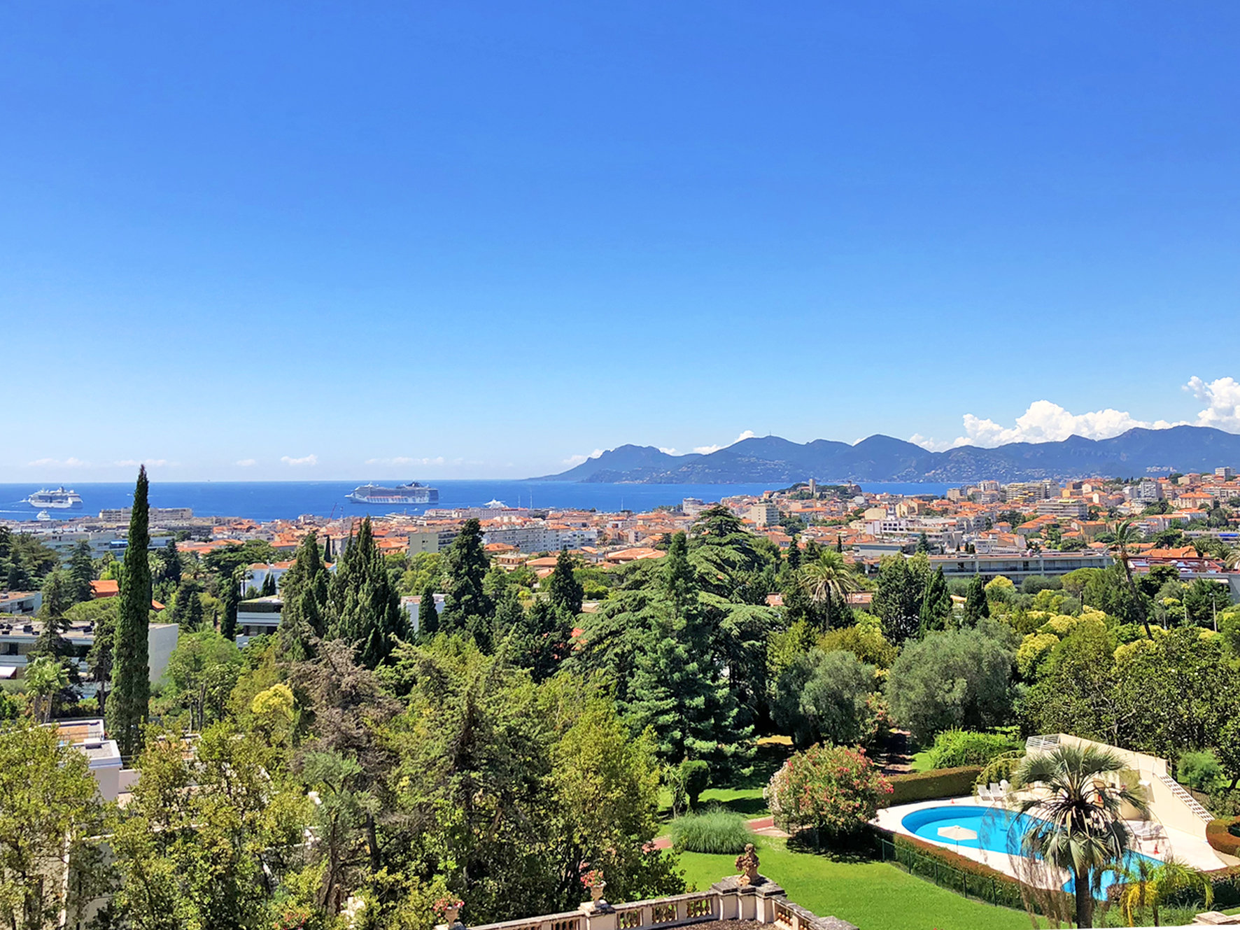 Superb 4 bedrooms appartment with sea view