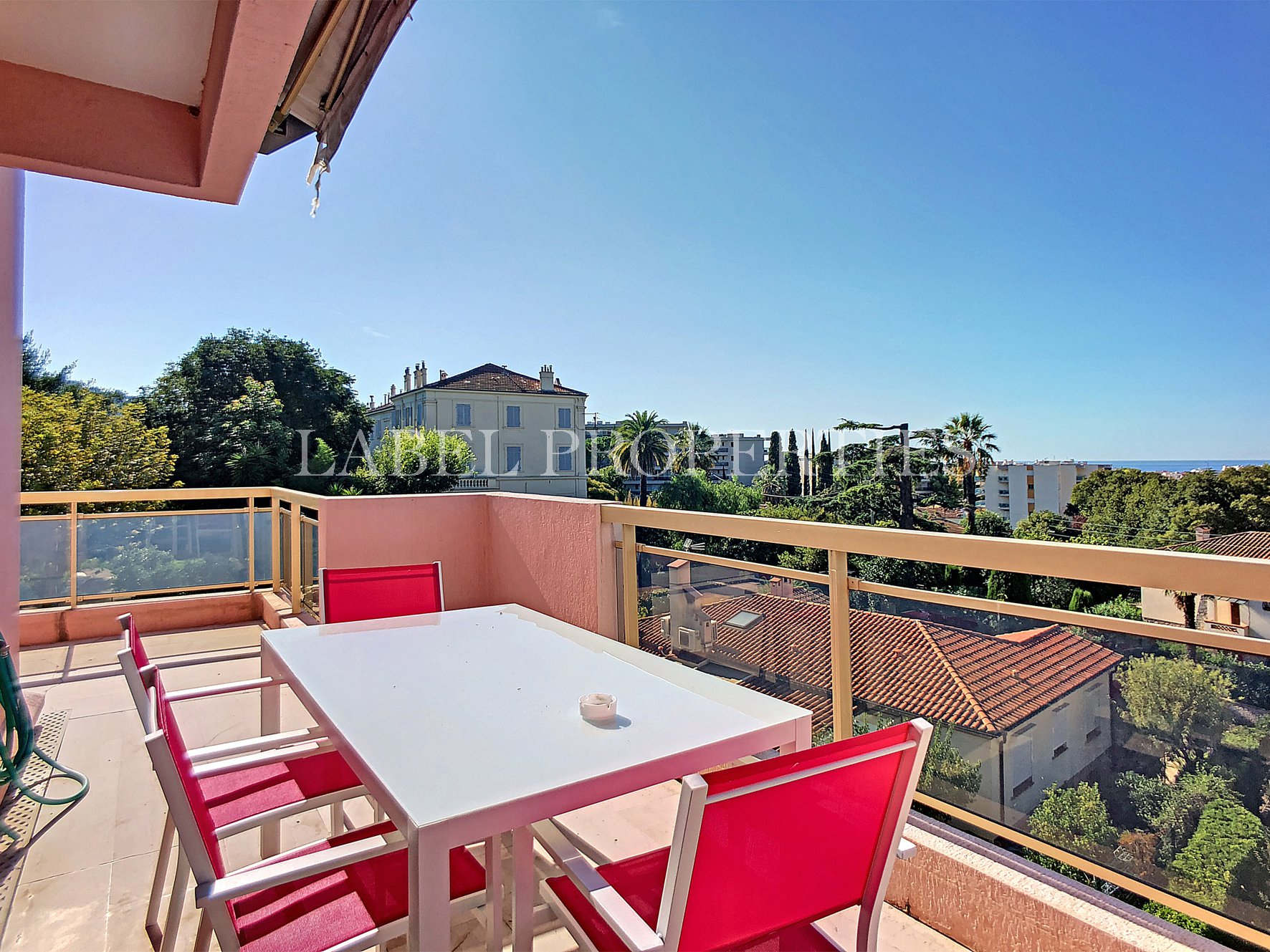 Cannes Montrose area - Top floor appartment