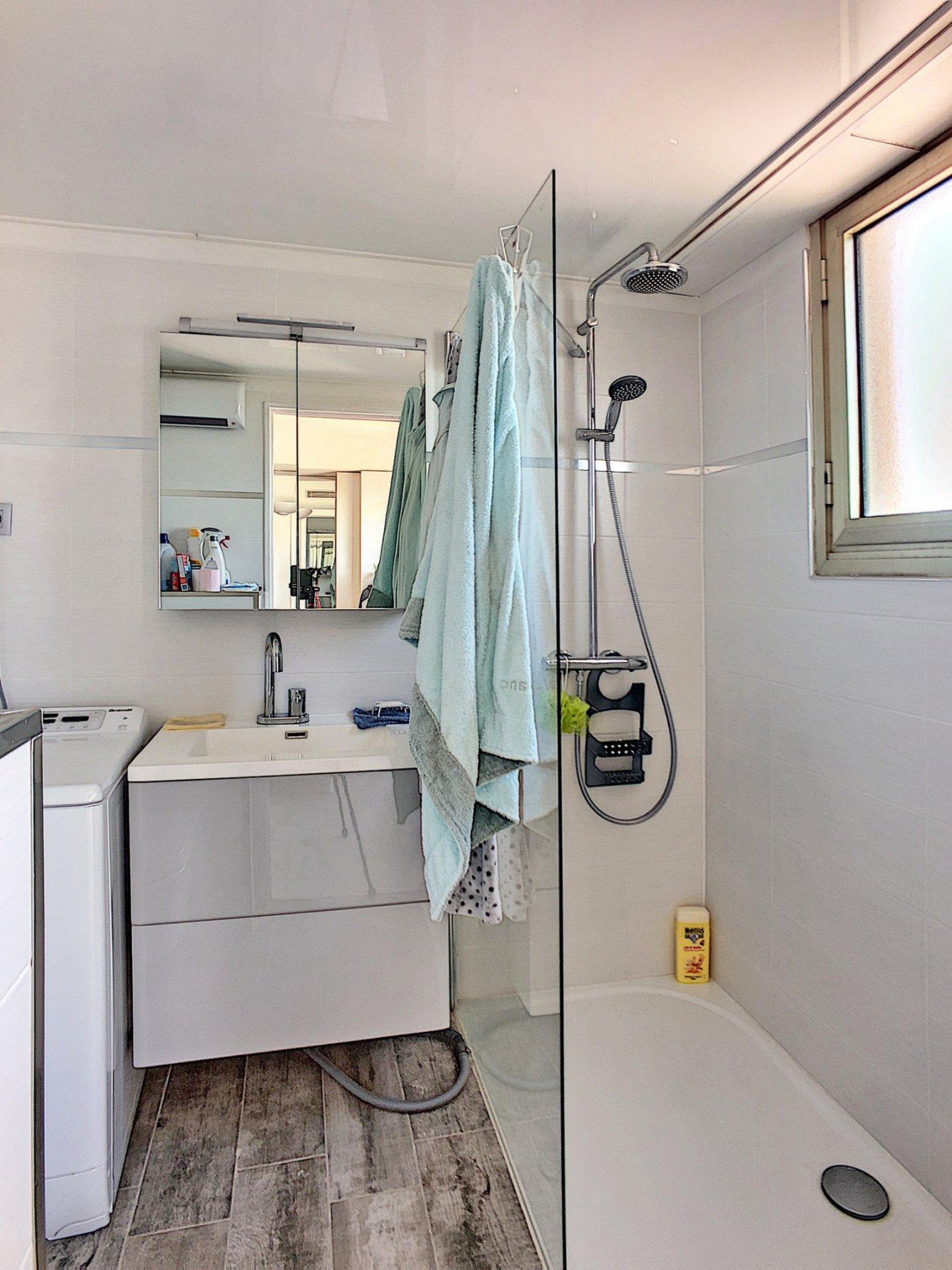 - CO-EXCLUSIVITE - Quartier résidentiel -Dernier étage