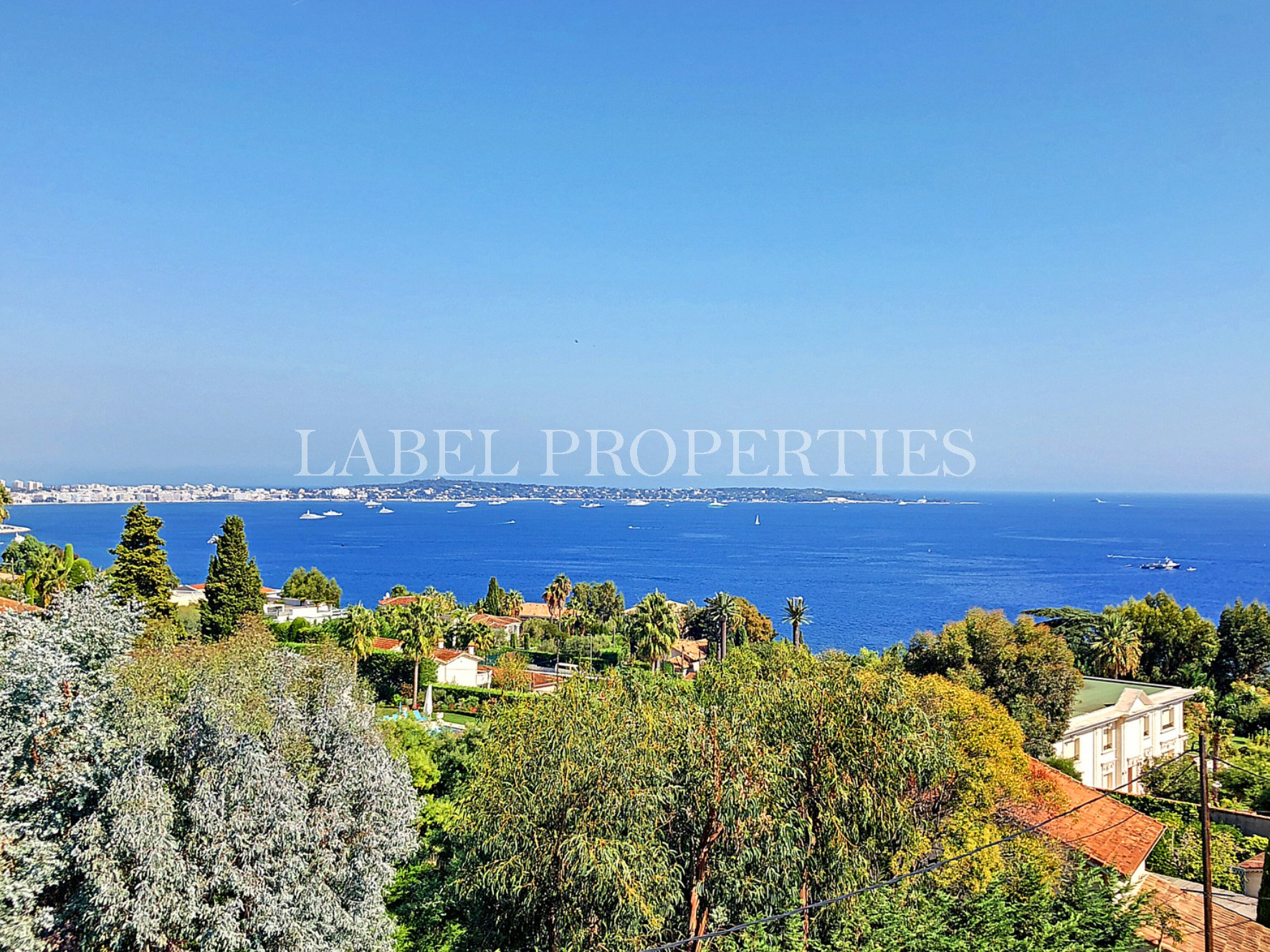 Ultra residential area - top floor - very large 2 rooms of 75m²