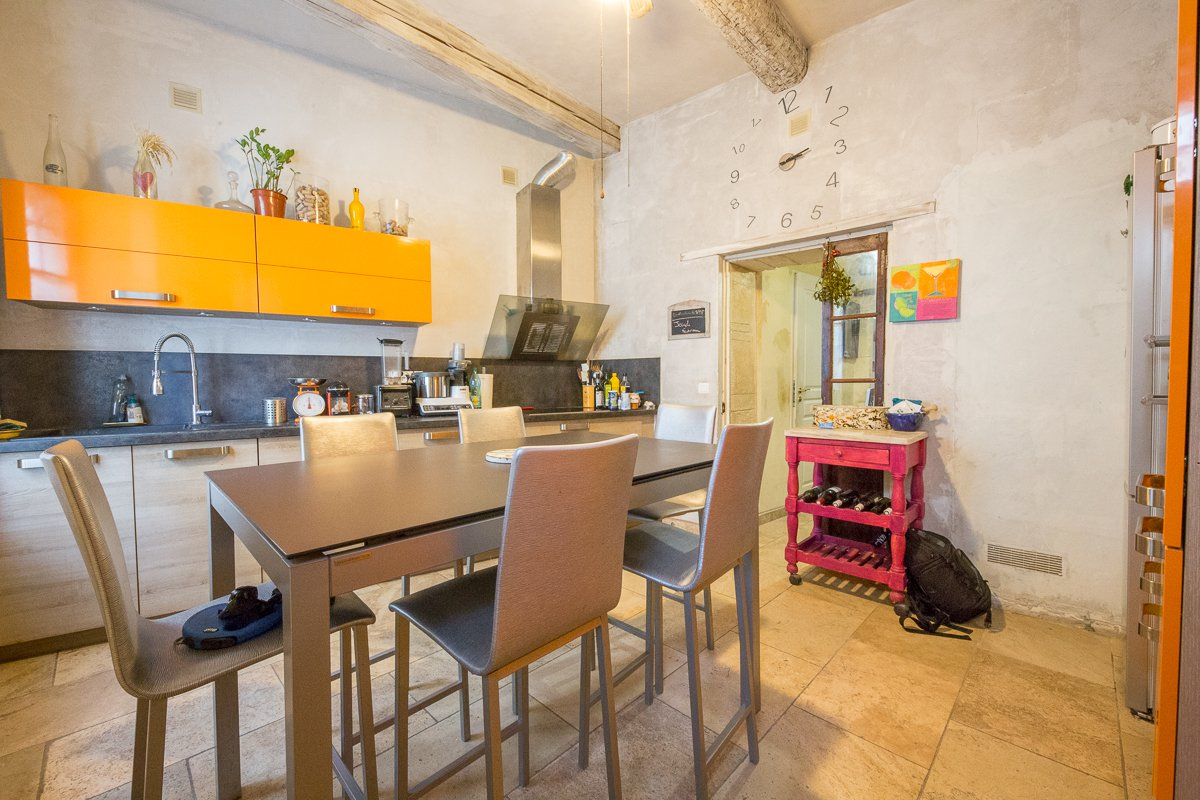 3 BEDROOM STONEBUILT HOUSE NEAR THE ROMAN ARENA IN ARLES