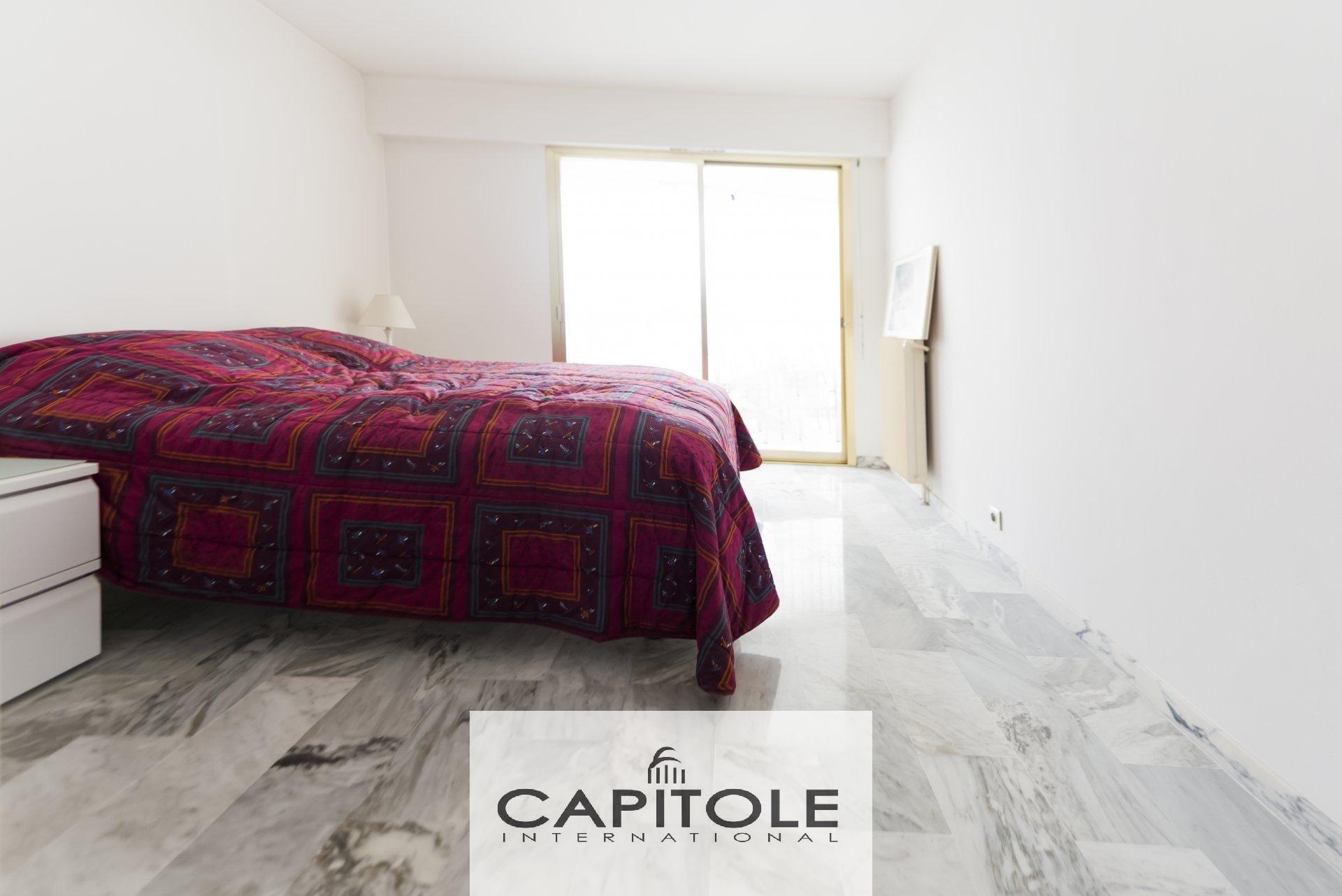 For sale, Juan Les Pins, town center, 1 bedroom apartment, terrace, sea view, parking space