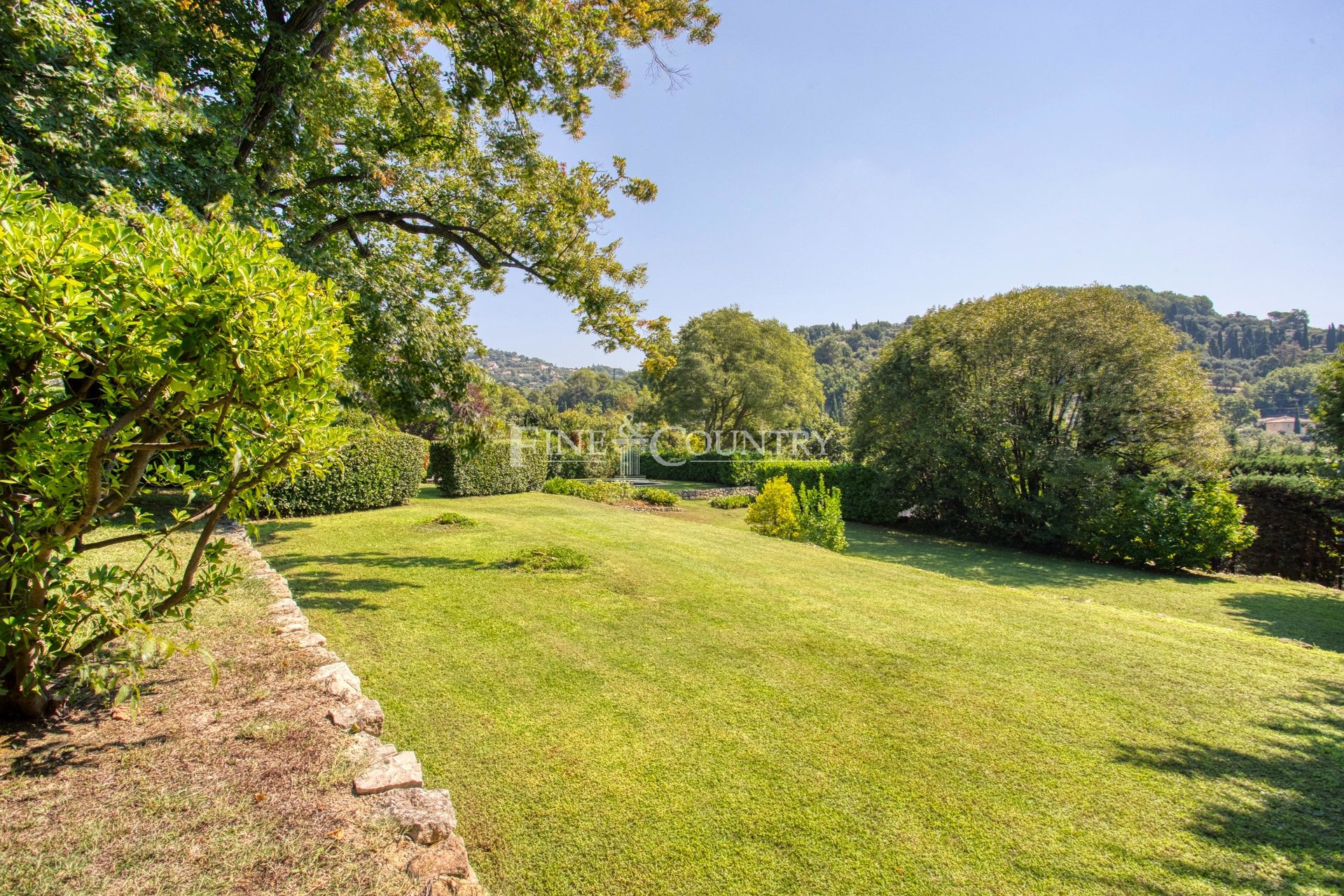 Stone Farmhouse for sale in Grasse