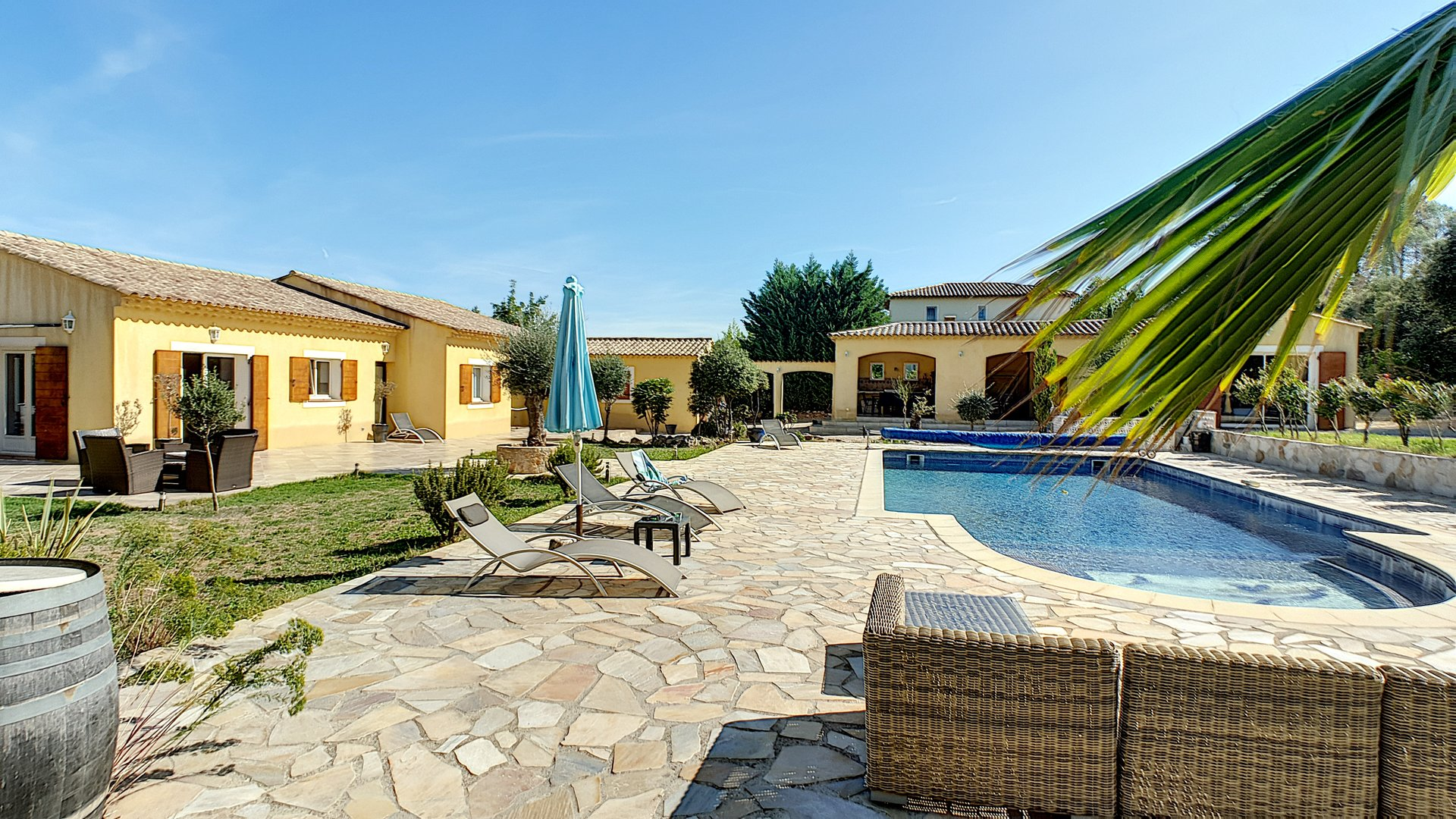Very large property with pool near Lorgues