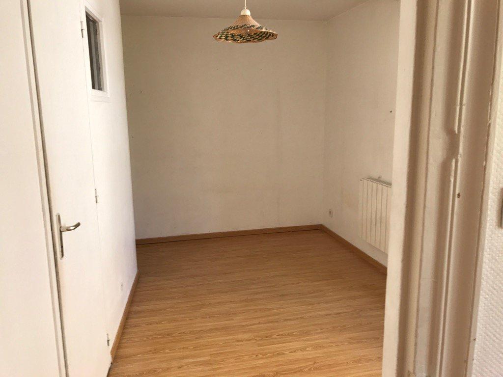 VIENNE, Appartement T2 de 33 m²  loué et sans travaux.