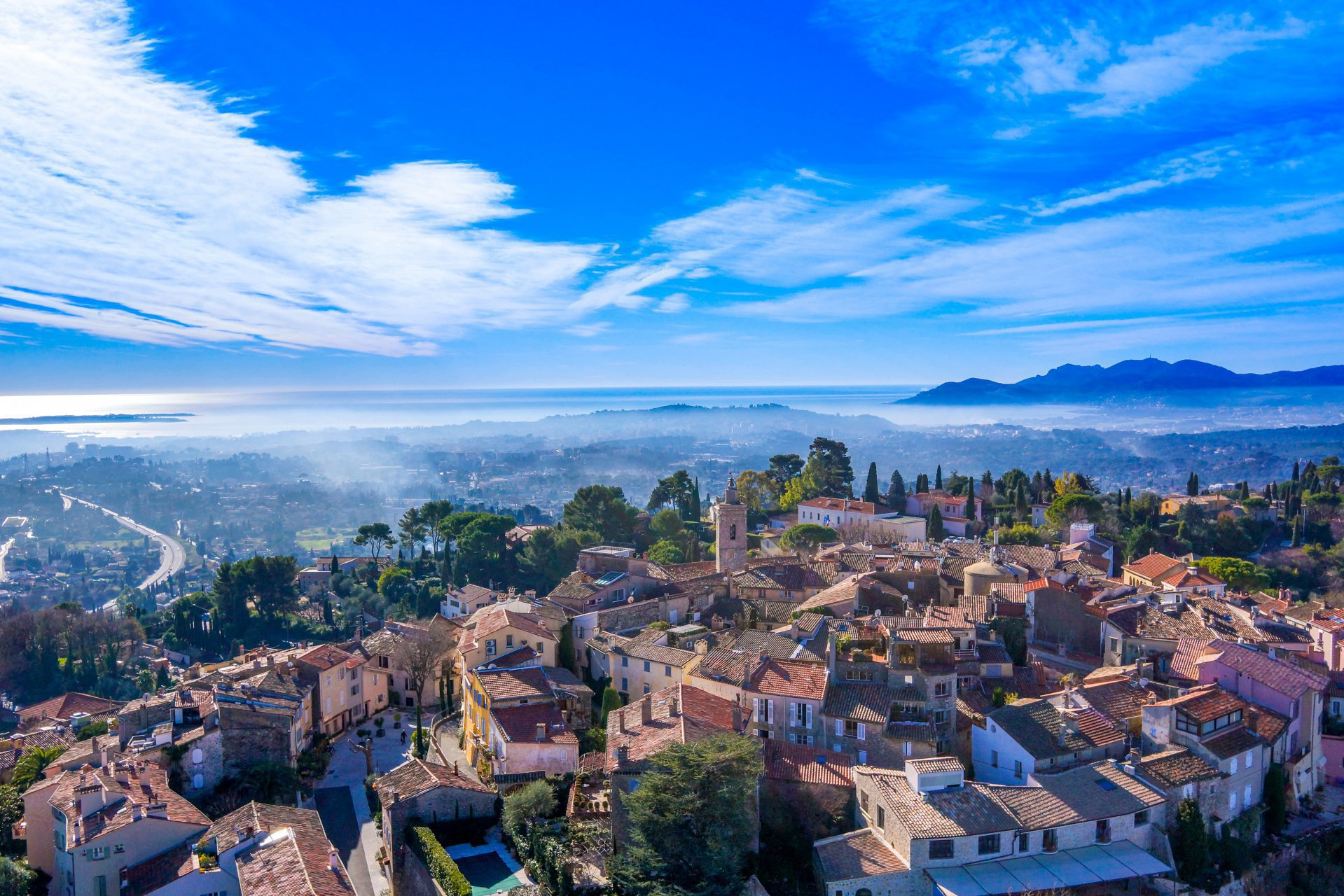 MOUGINS - French Riviera - 1 bed Apartment set in a closed residence with pool