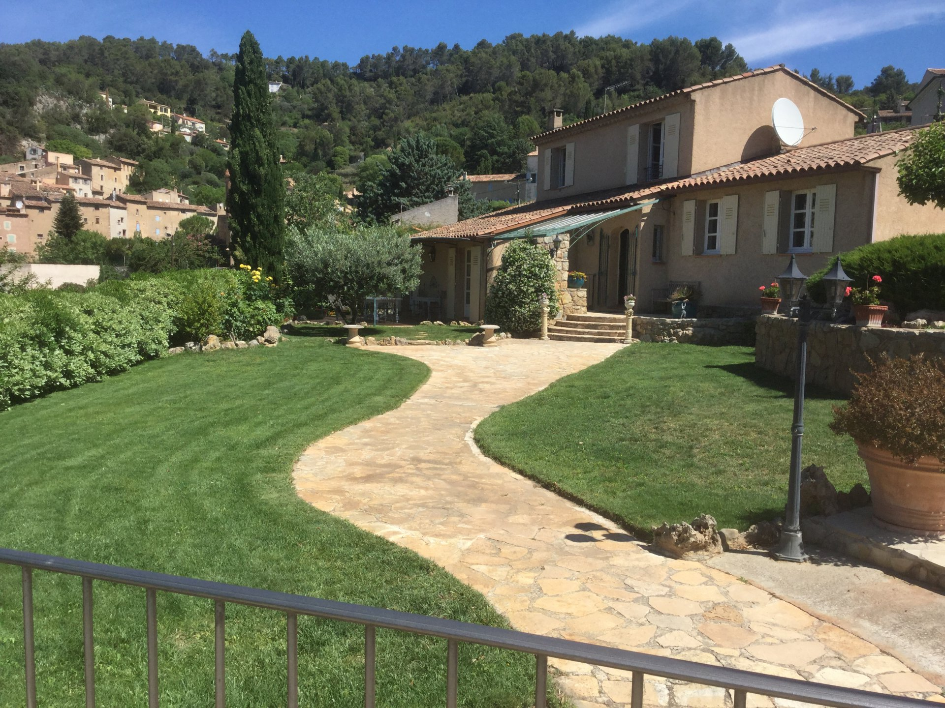 3 bedroom house in the village, Cotignac, pool, garage and guesthouse.