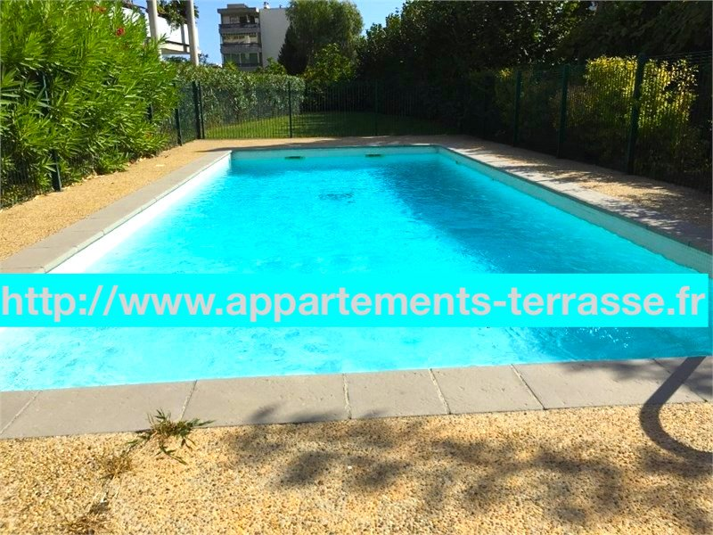 Center Mandelieu, three bedrooms flat, large terrace, quiet , garden