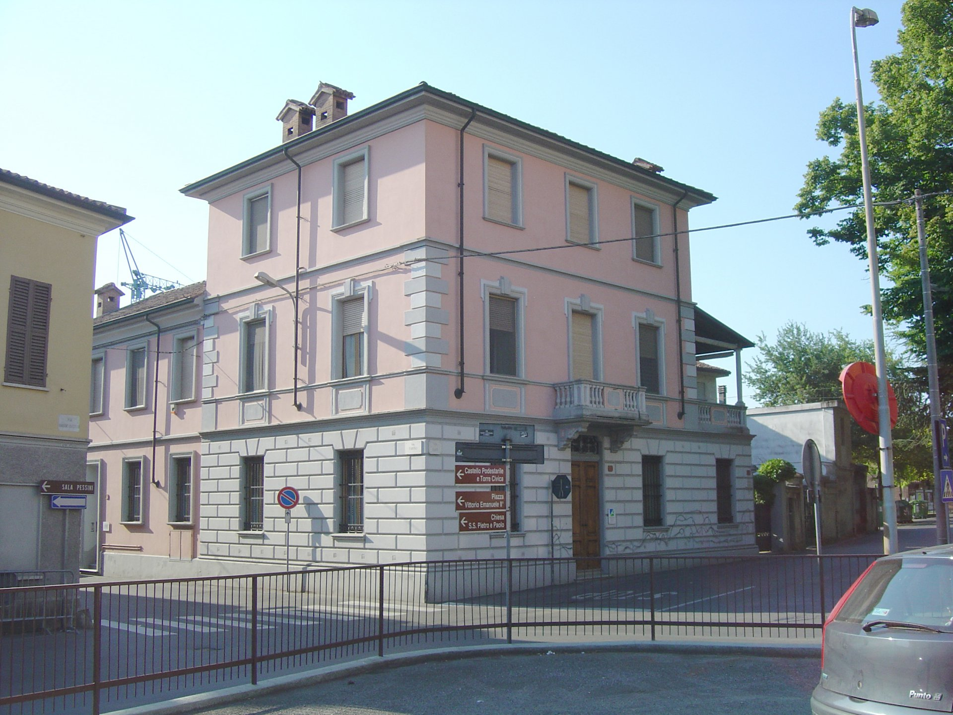 Villa for sale in the centre of Castelnuovo Scrivia- forward side of the real estate