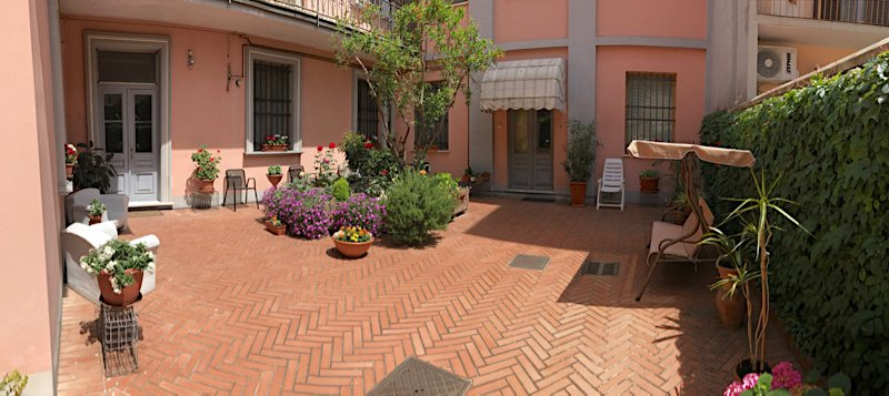 Villa for sale in the centre of Castelnuovo Scrivia- floral balcony