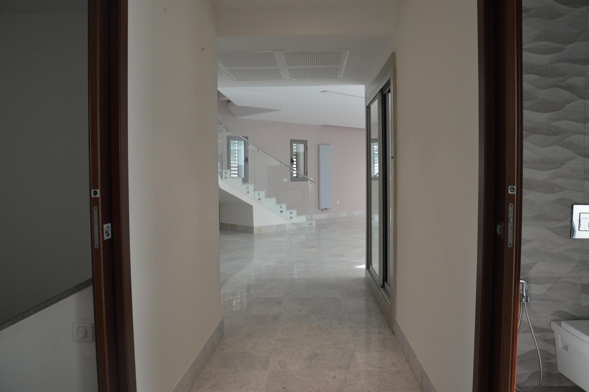 A louer une villa de 650 m² au lac 2
