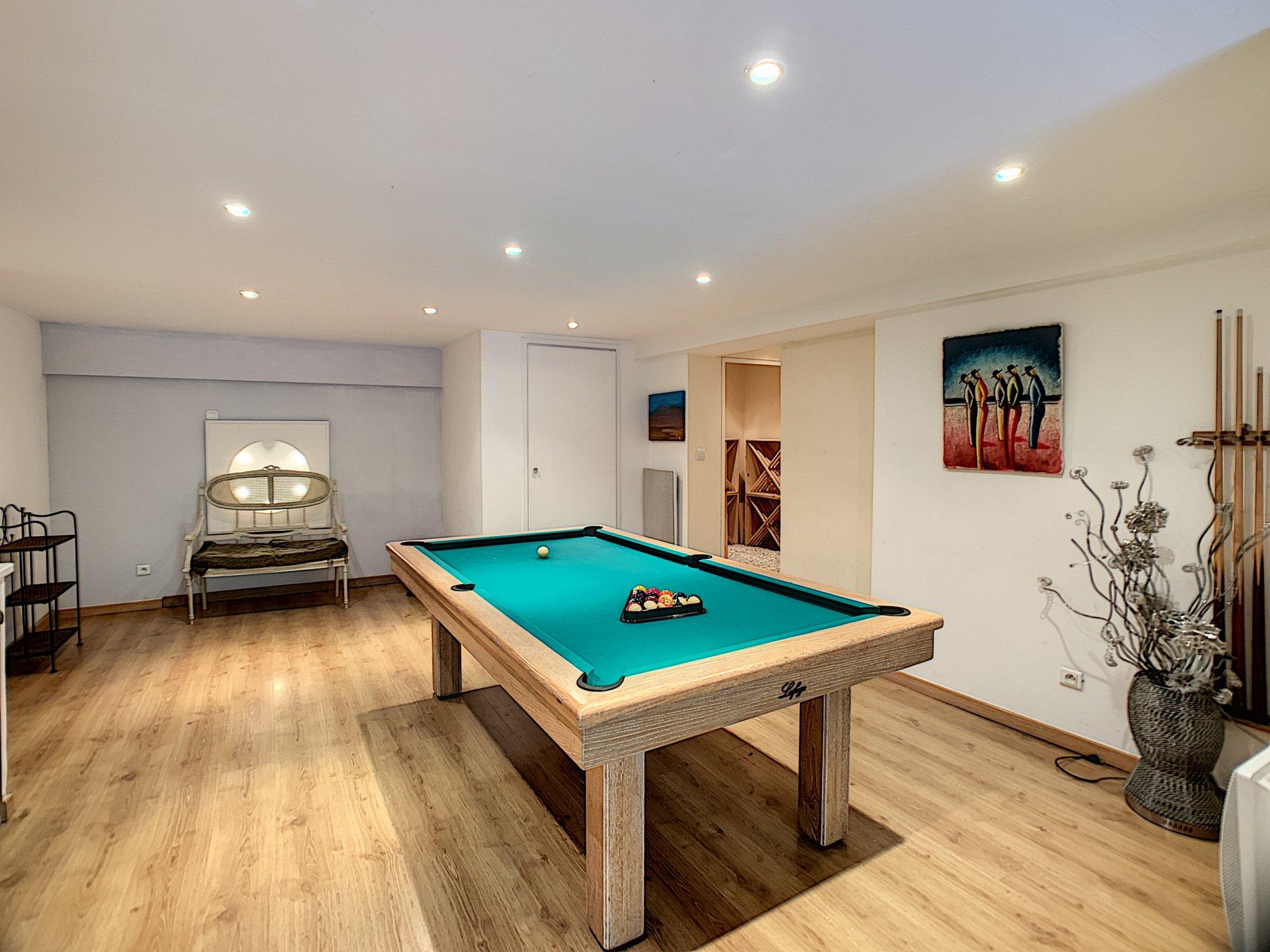 CAGNES SUR MER – Villa 8 Pièces de 218 m²