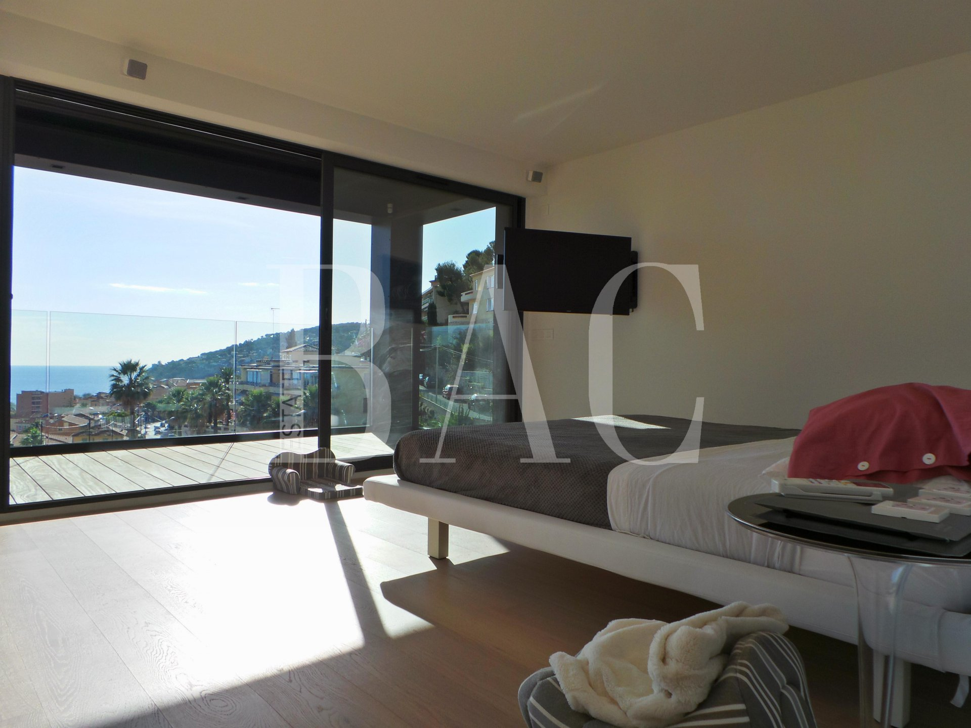 Villefranche-sur-Mer, a unique villa with huge possibilities and a beautiful sea view
