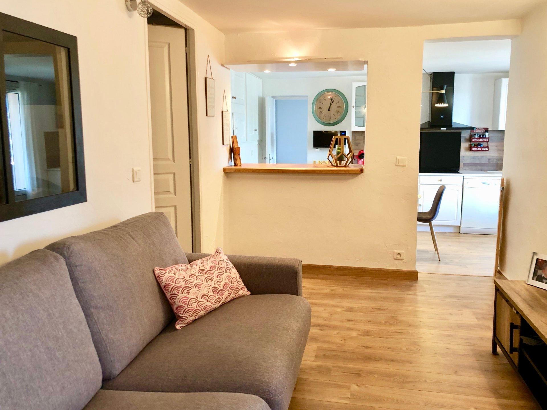 Saint Laurent du Var (06700) - Maison divisée en 2 Appartements