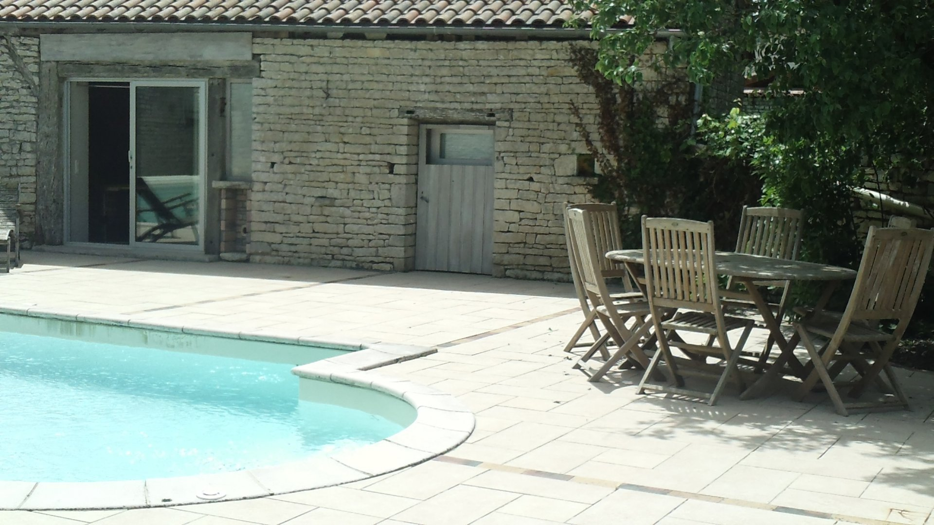 NANCLARS Maison en pierres avec piscine