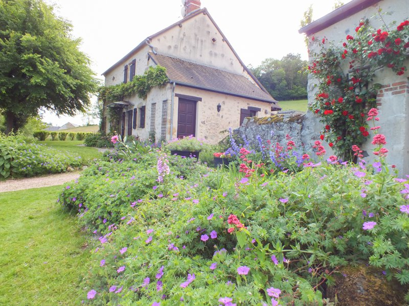 Steinhaus mit Gite und viel Land zum verkauf im Onlay in morvan