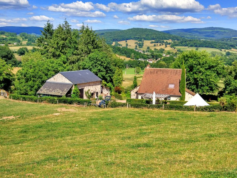 Stone house with gîte and land for sale in onlay in the Morvan