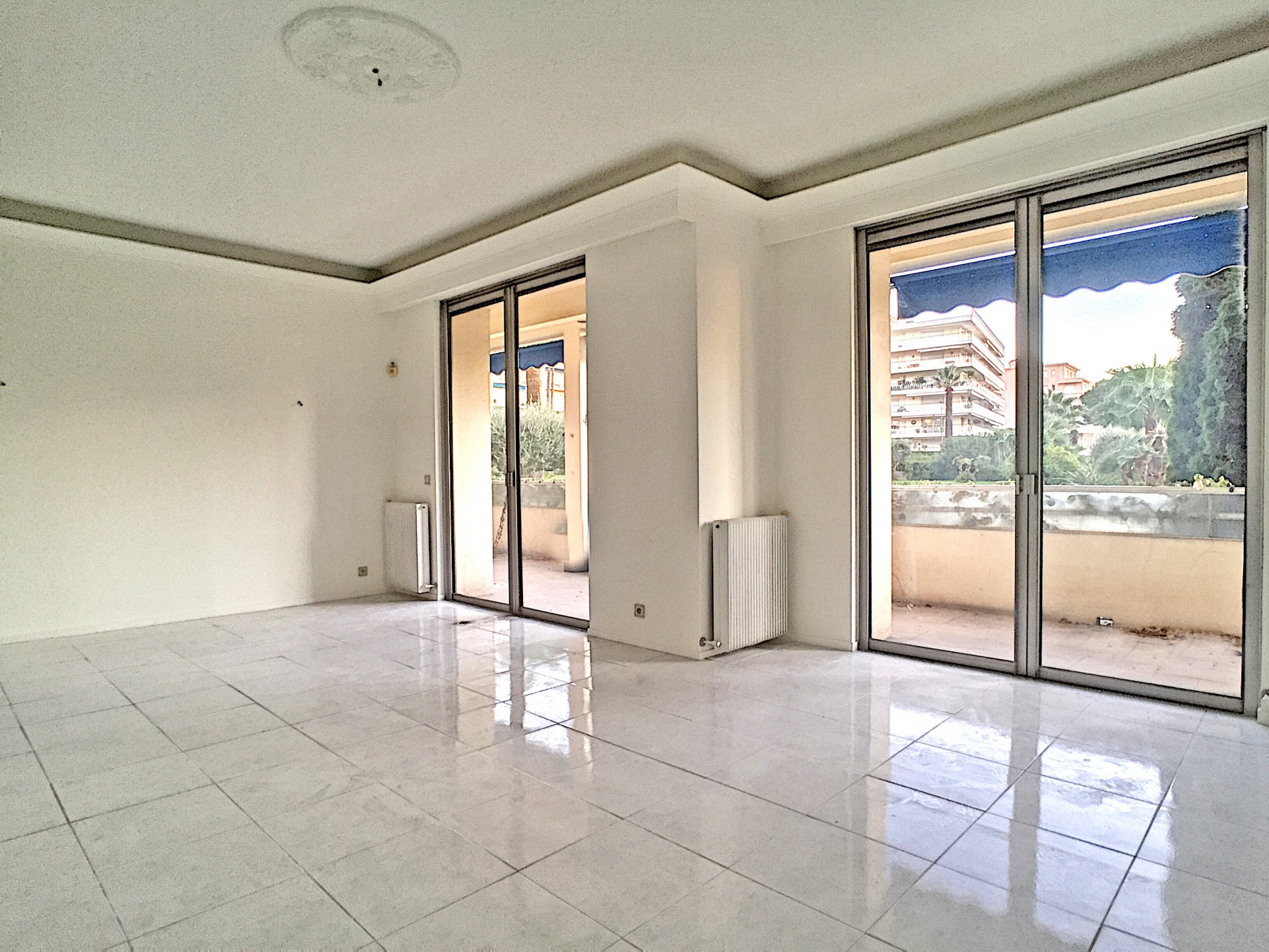 Cannes - Croisette 3 bedrooms flat with terrasse
