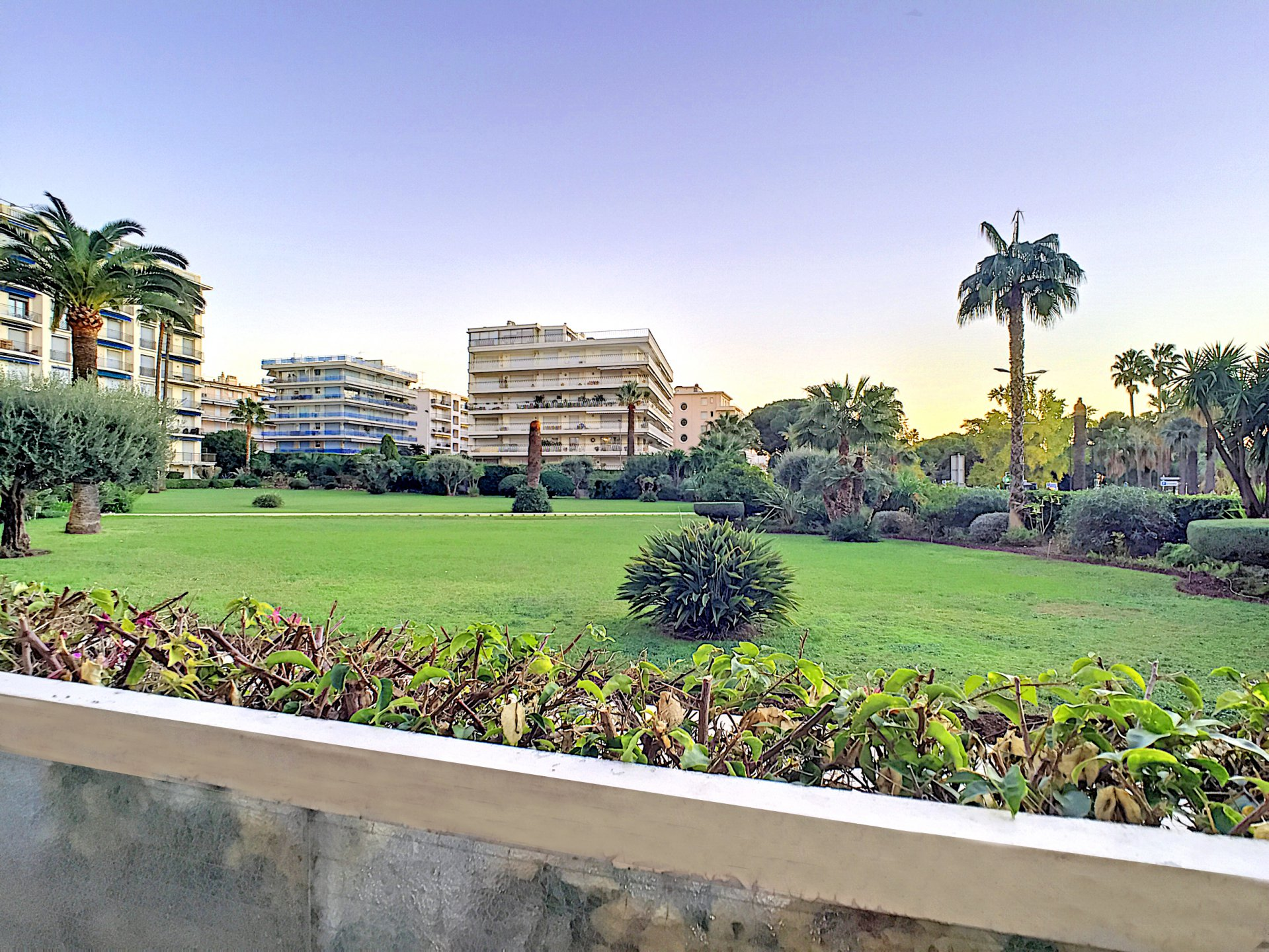 Cannes - Croisette 3 bedrooms flat with terrasse and garage