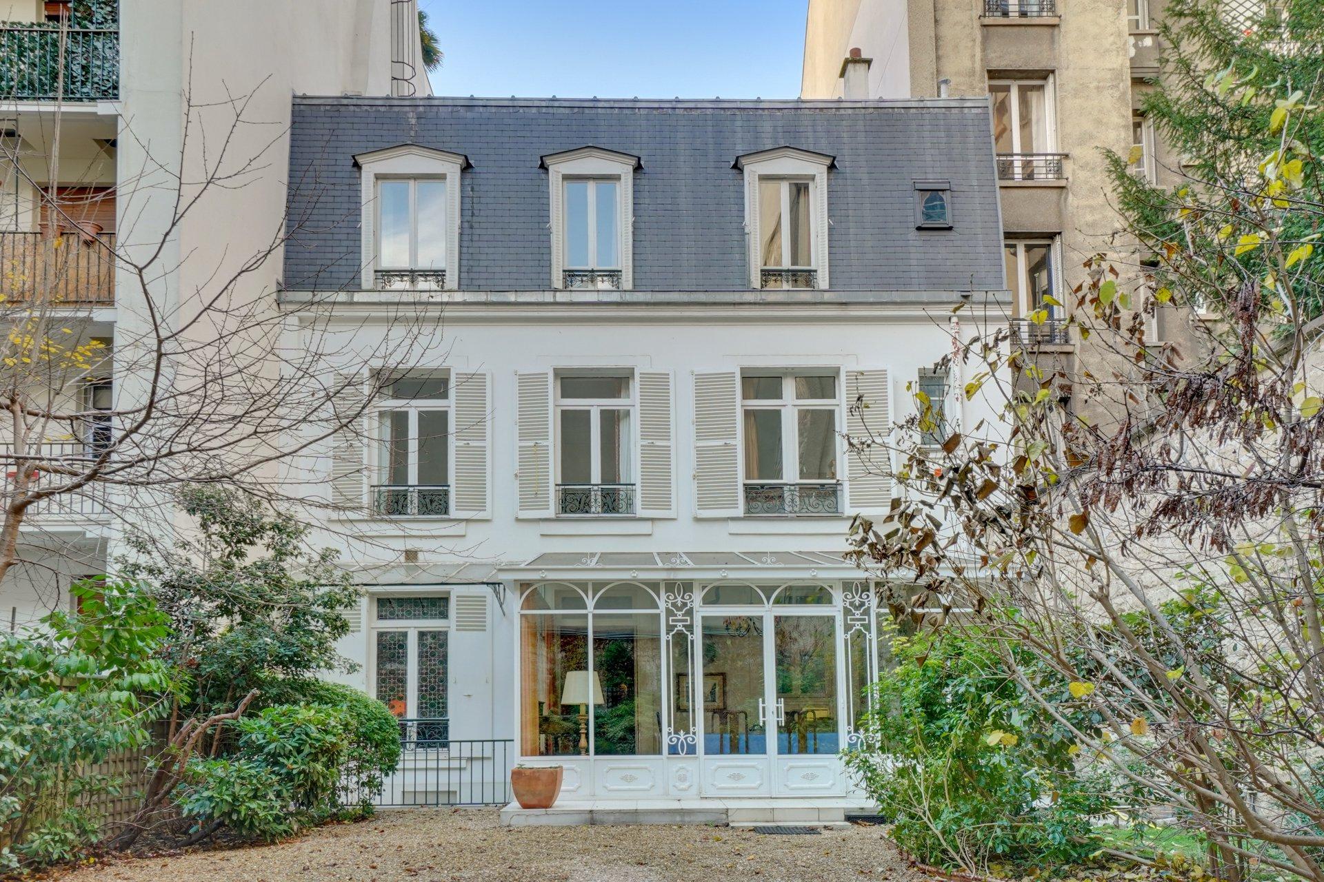 Palais de Chaillot / Rue de la Tour