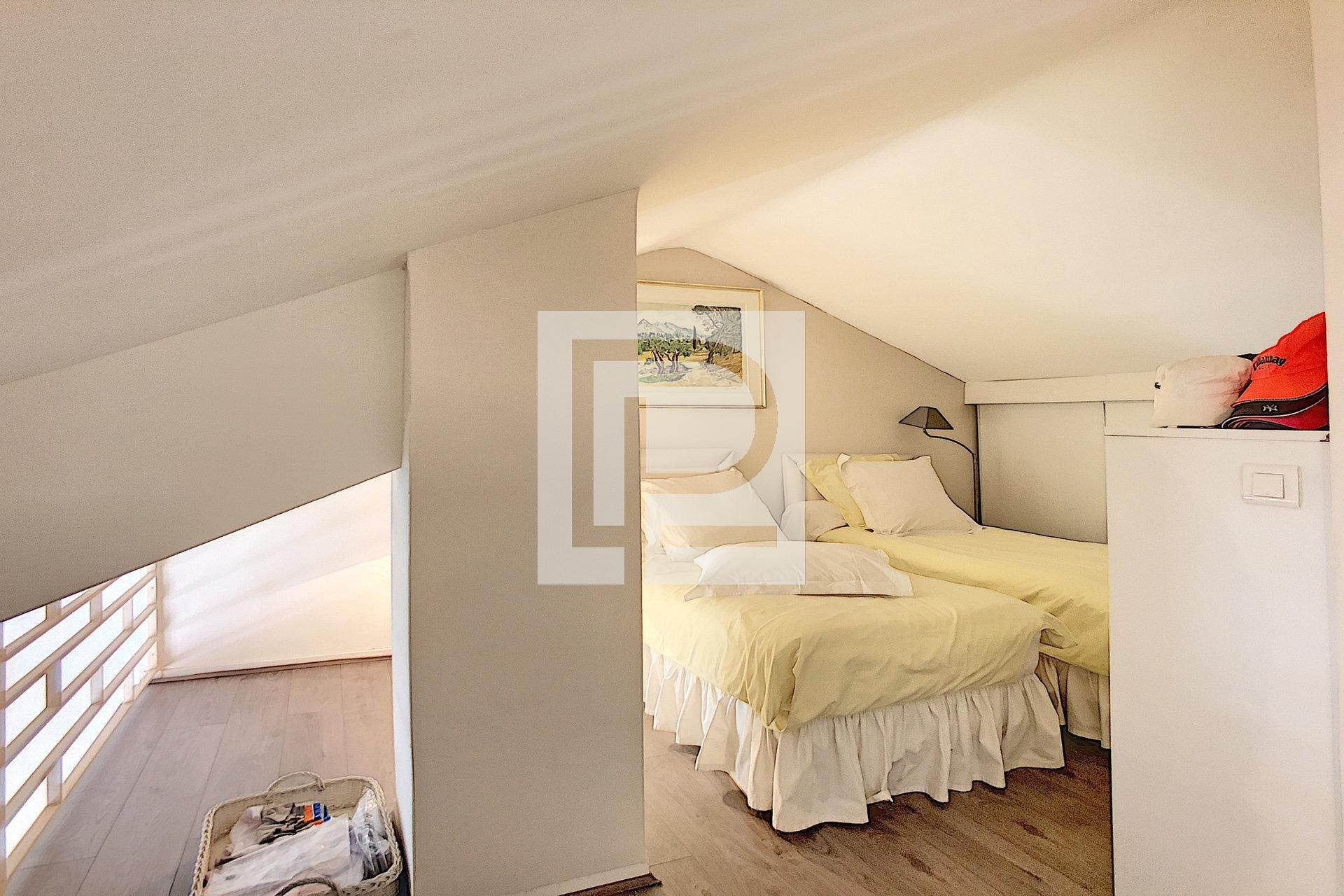 3 pièces en dernier étage - Dans résidence de renom