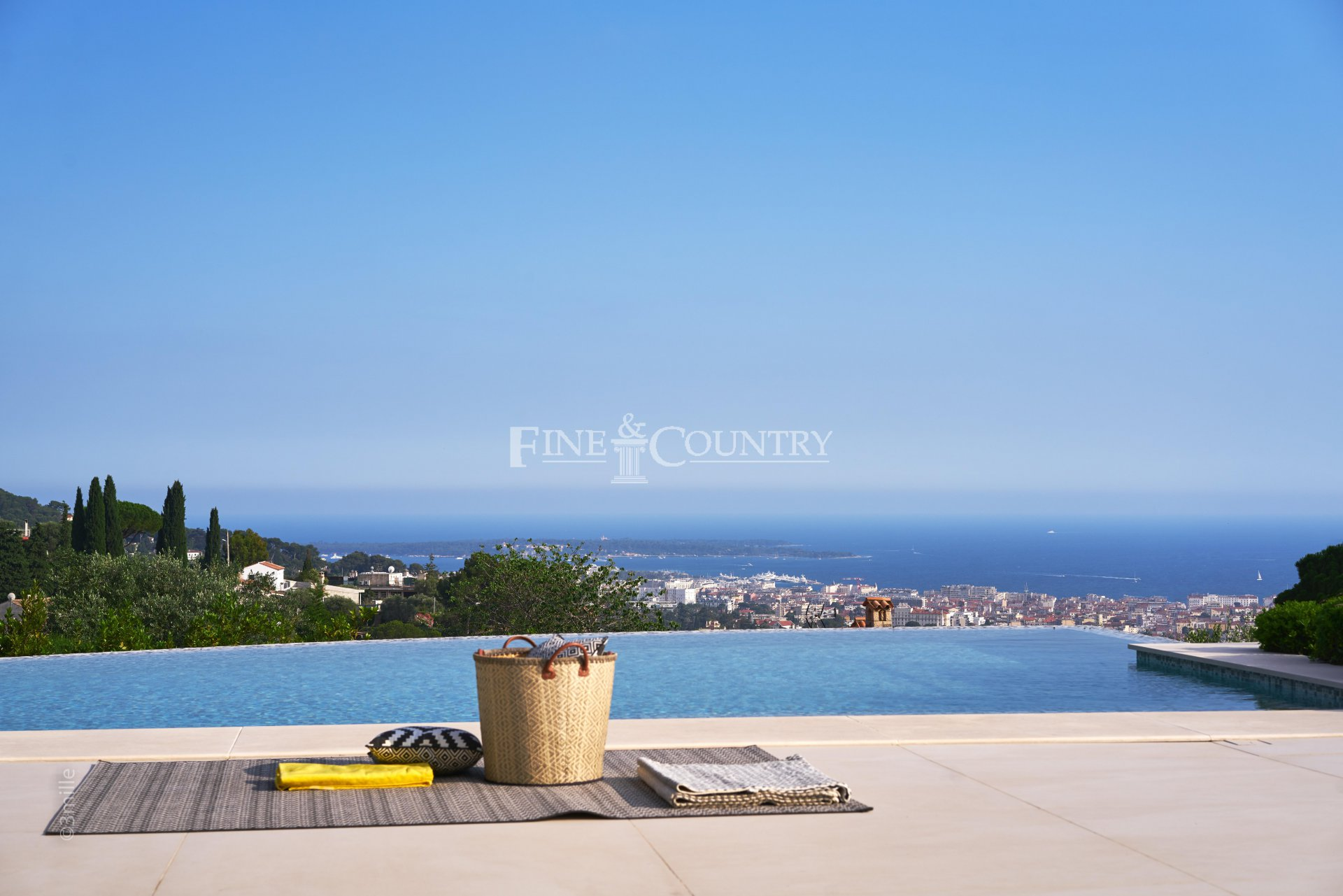 Contemporary Villa for sale with sea views in Le Cannet, Cannes