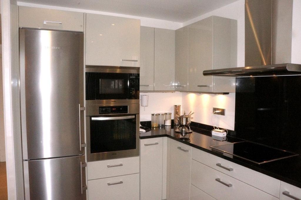 Superbe appartement de 117 m2 en 1er et dernier étage. Au calme, expo Sud Ouest.Hall d'entrée, cuisine ...