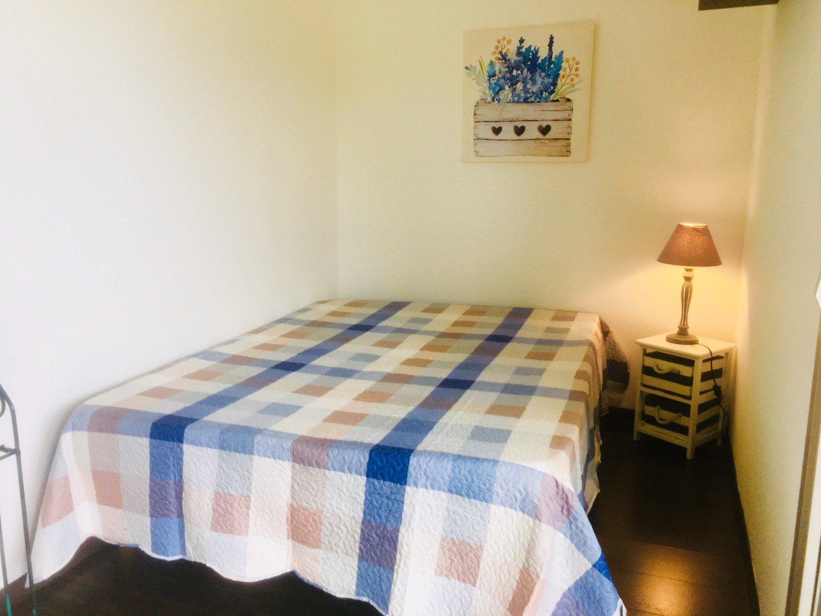 EXCLUSIVITE. Beau studio / 2 pièces meublé avec entrée sur séjour,  cuisine américaine  équipée, coin ...