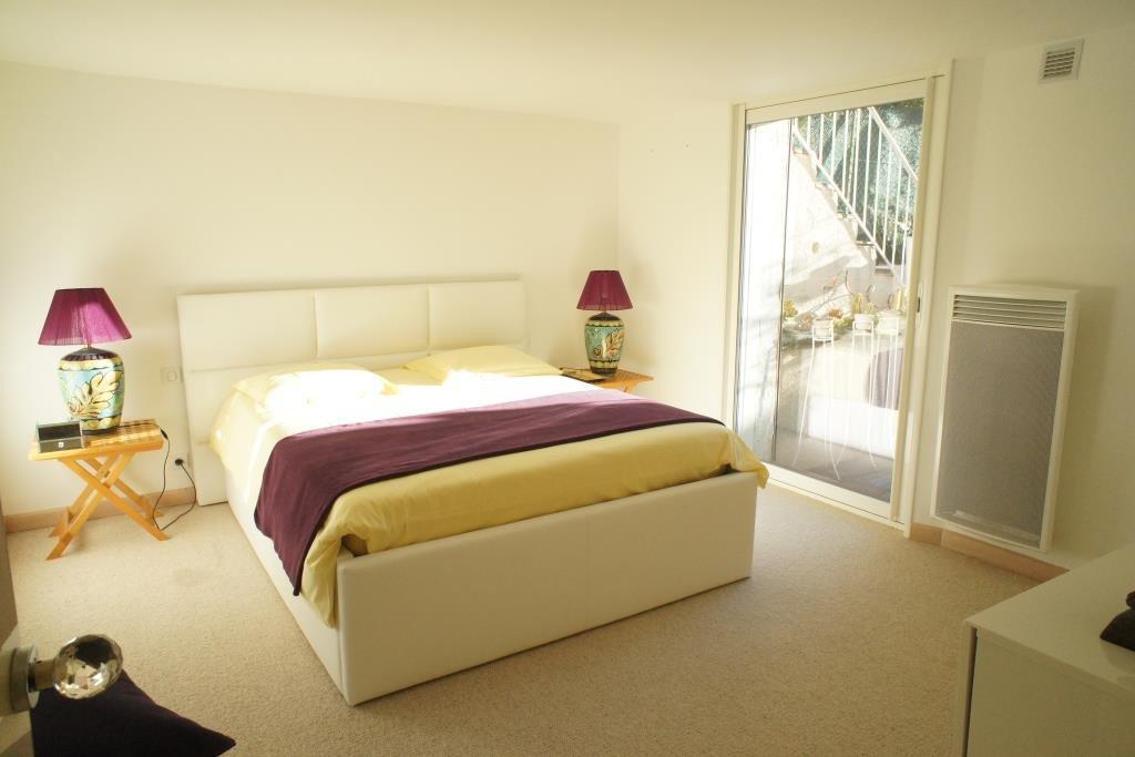 Luxueux 2/3 pièces meublé avec raffinement, 1 salon avec cuisine US équipée,  1 salle à manger, 1 chambre ...