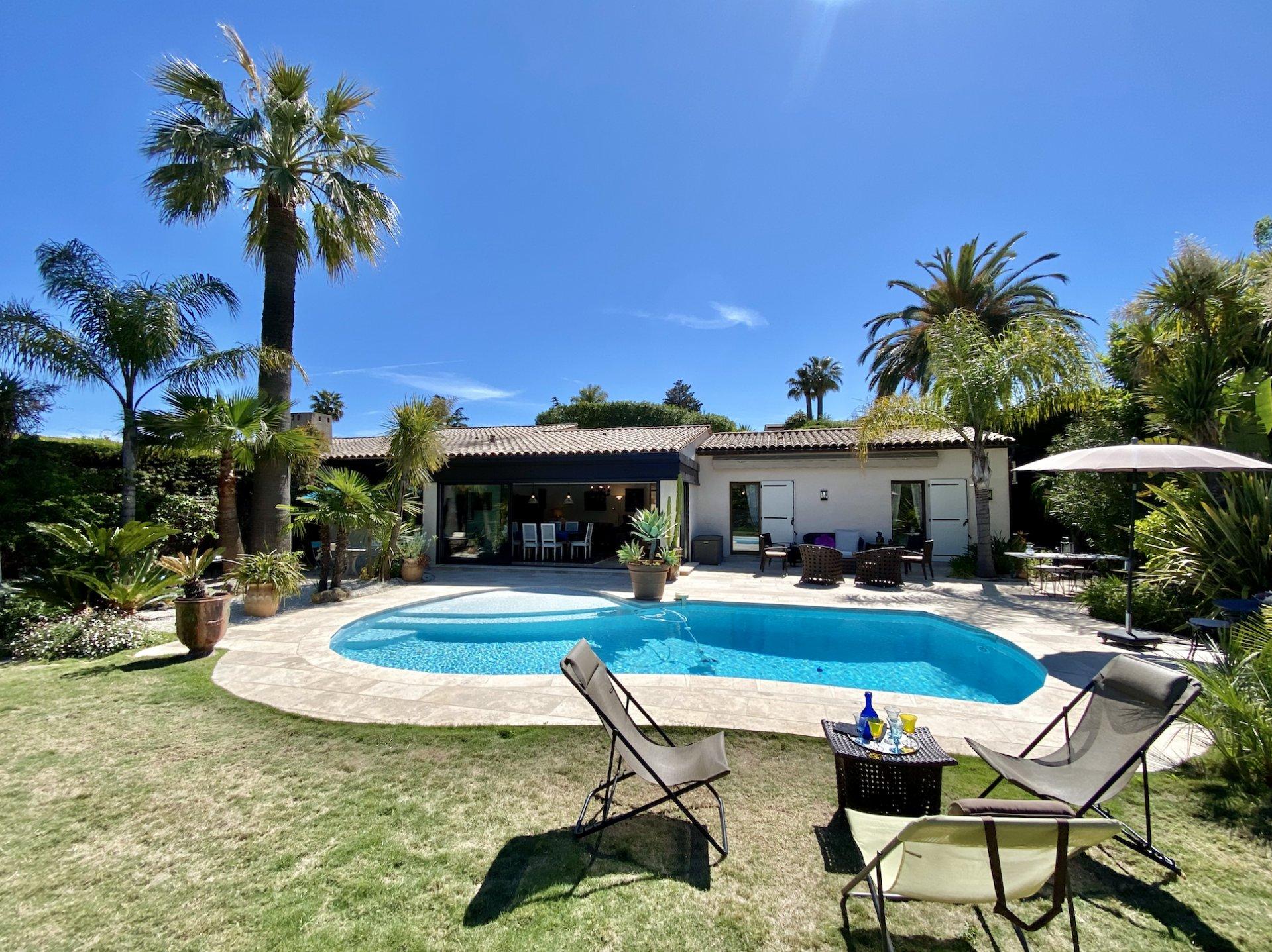 Trés belle villa 5 pièces avec piscine et grand jardin complanté.