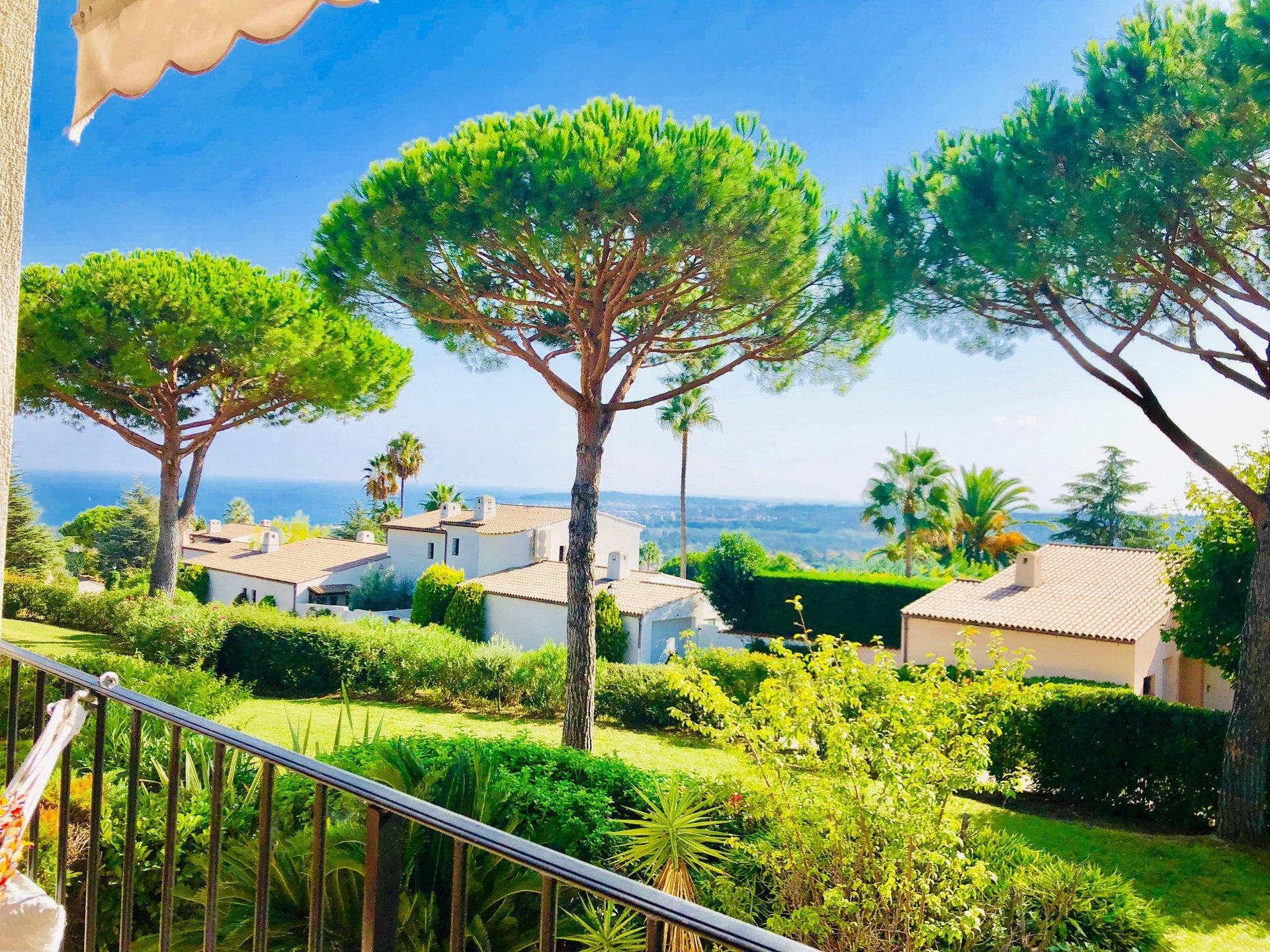 Magnifique appartement 4 pièces refait, expo sud-ouest. Vue mer.Hall d'entrée, séjour donnant sur ...